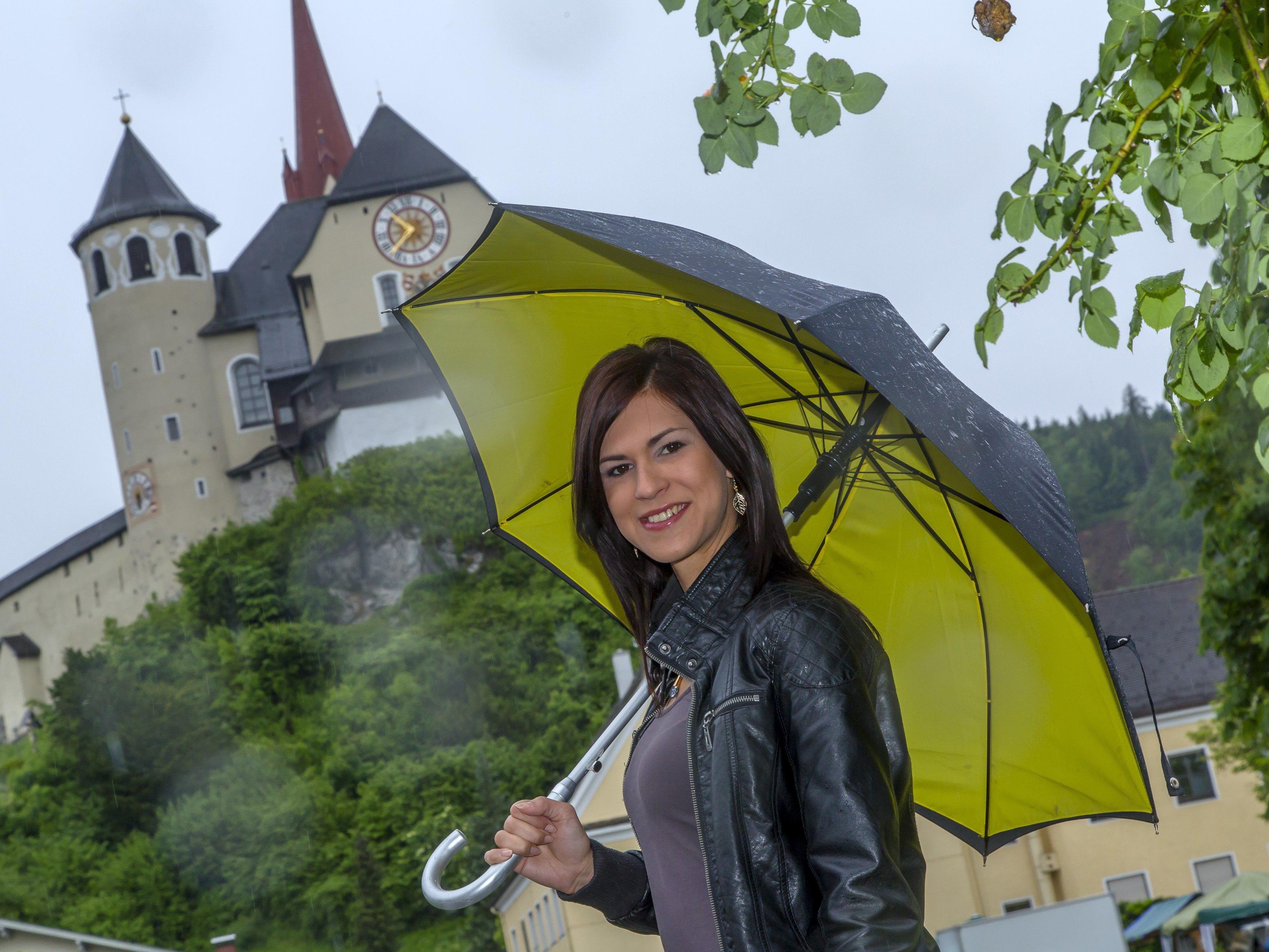 Nach kräftigen Regenschauern bald Wetterbesserung.