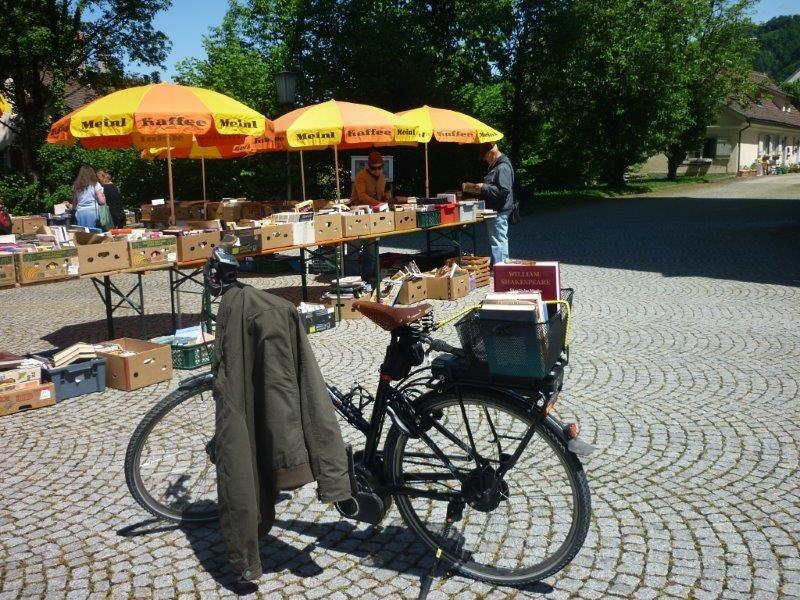 Flohmarkt am Kirchplatz der Pfarre St.Gallus 2014