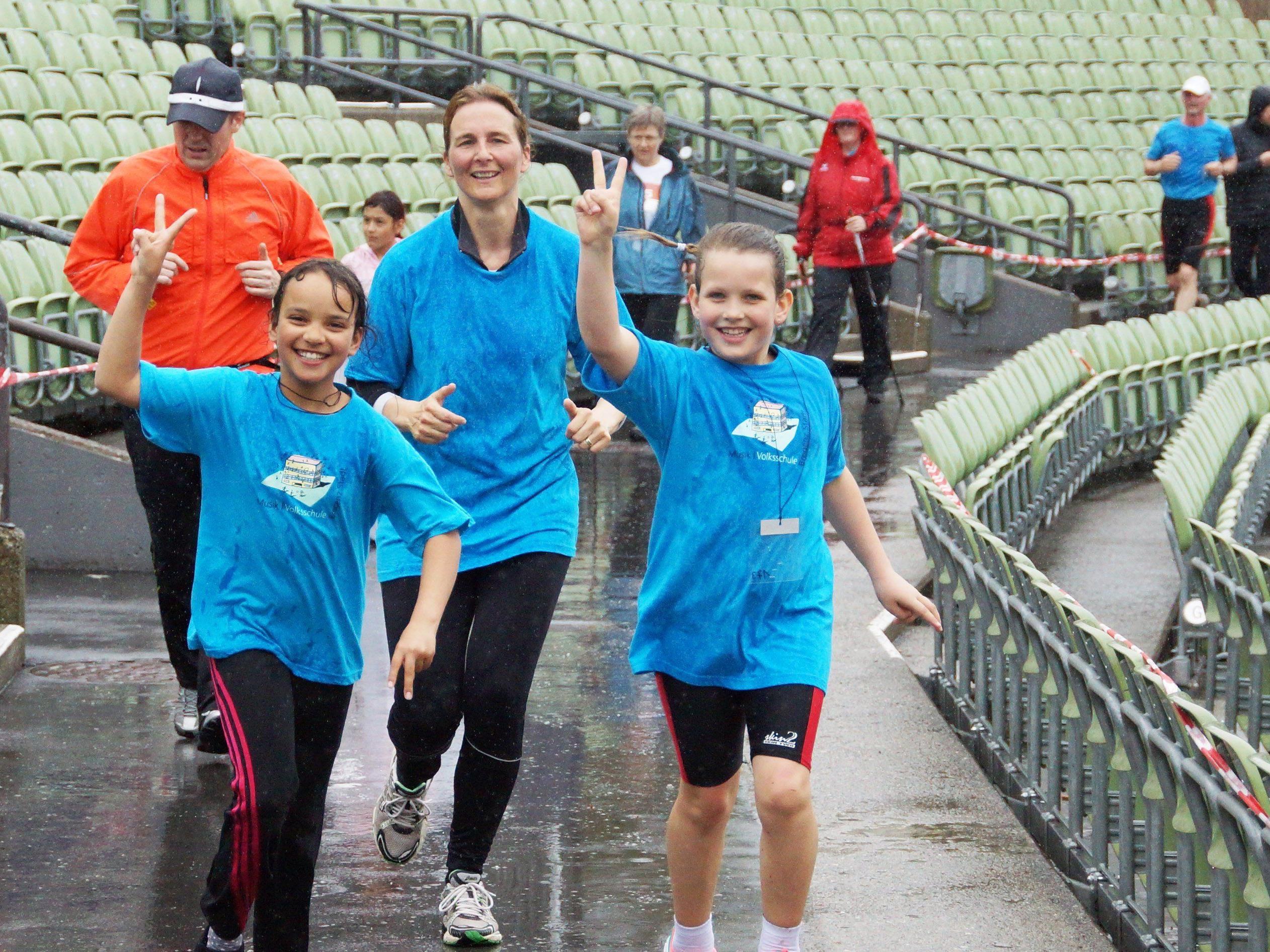 Der Dauerregen hielt die Teilnehmerinnen und Teilnehmer nicht vom Mitmachen ab