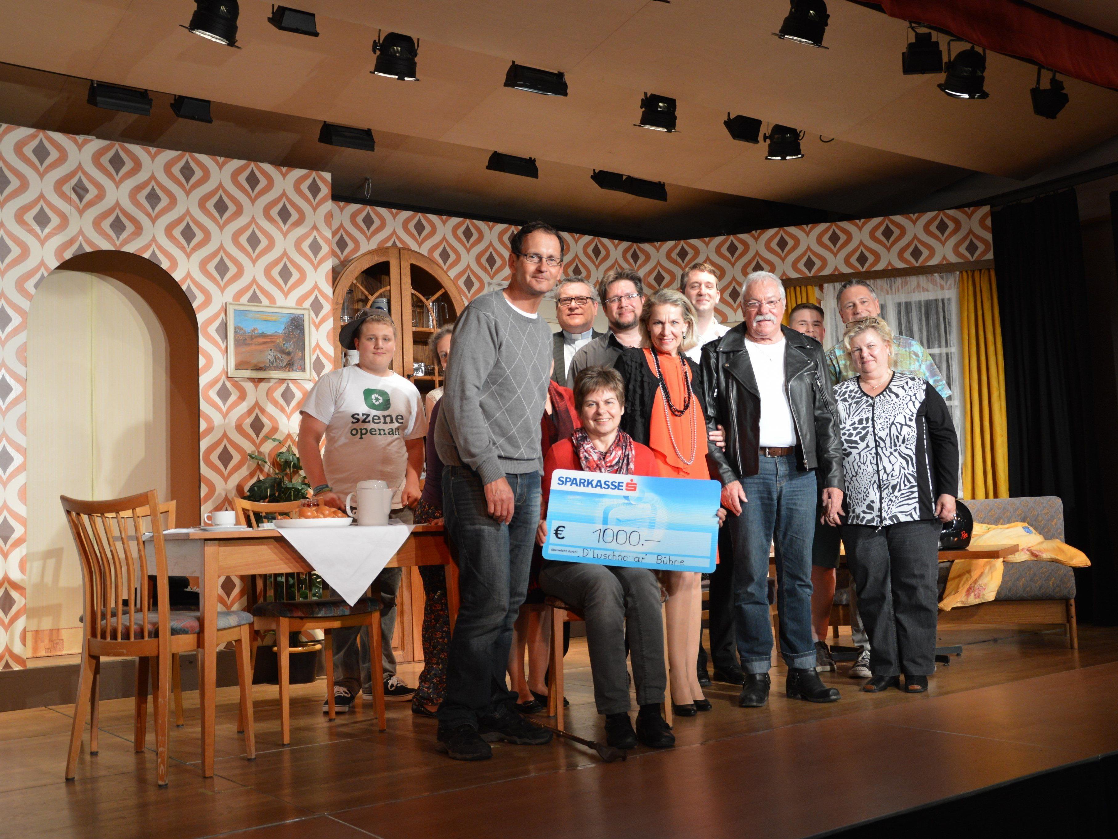 d' Luschnoar Bühne übergab Spende an den MS-Selbsthilfeverein Rheintal