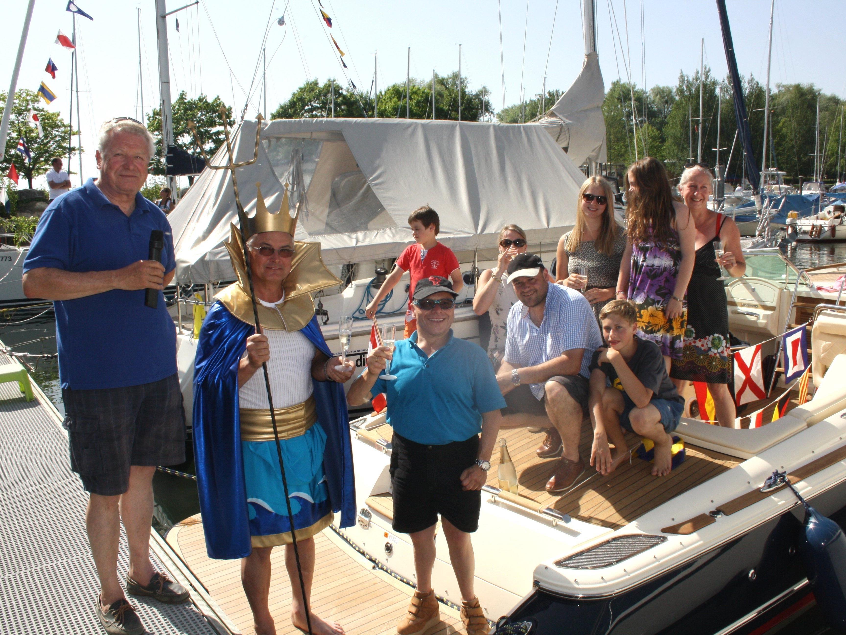Langjährige Tradition hat die Bootstaufe des Lochauer Yachtclubs am Pfingstsonntag im Hafen.