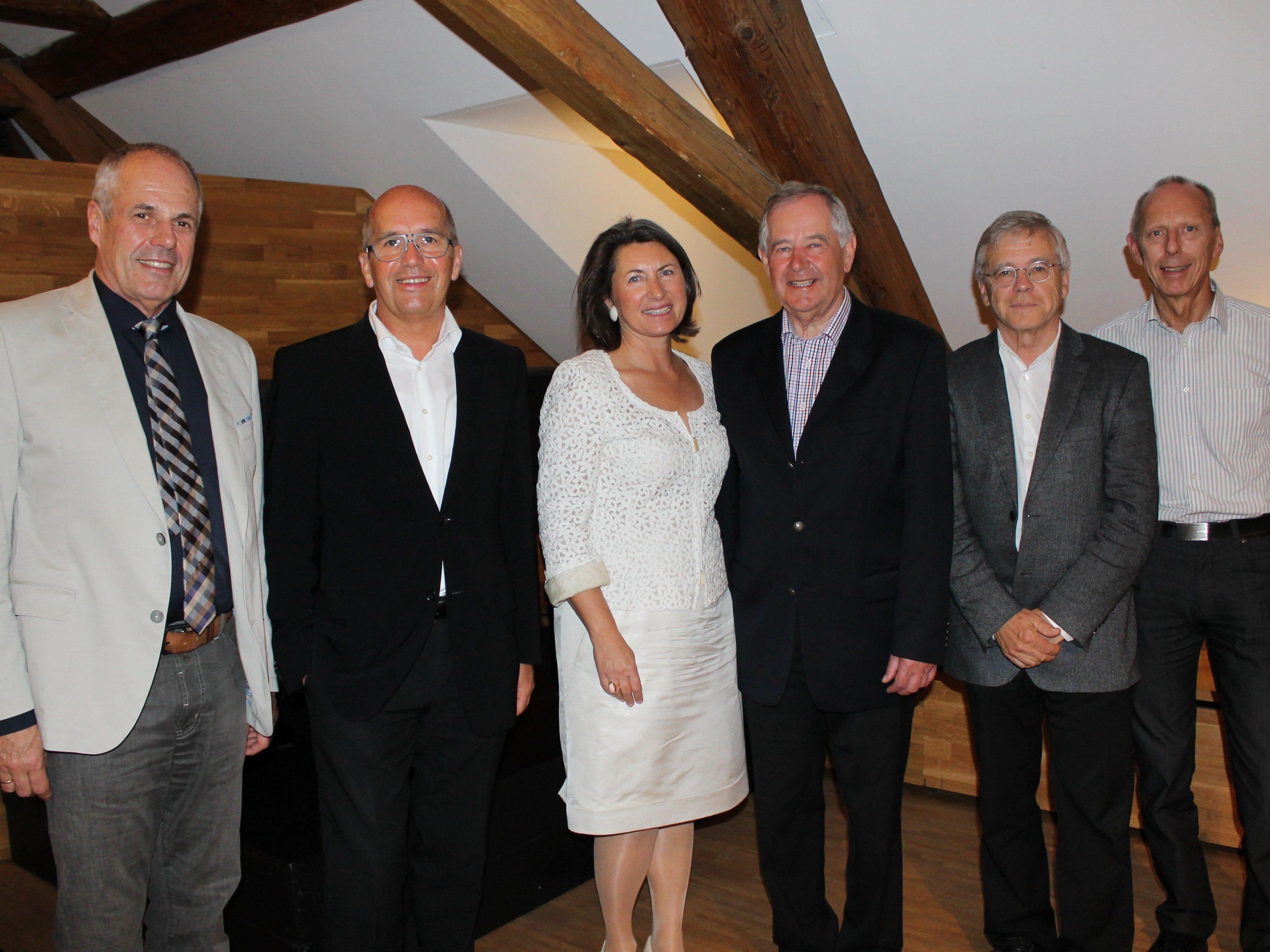Die Vorstandsmitglieder mit neuem Obmann Bitsche und dem scheidenden Gerster