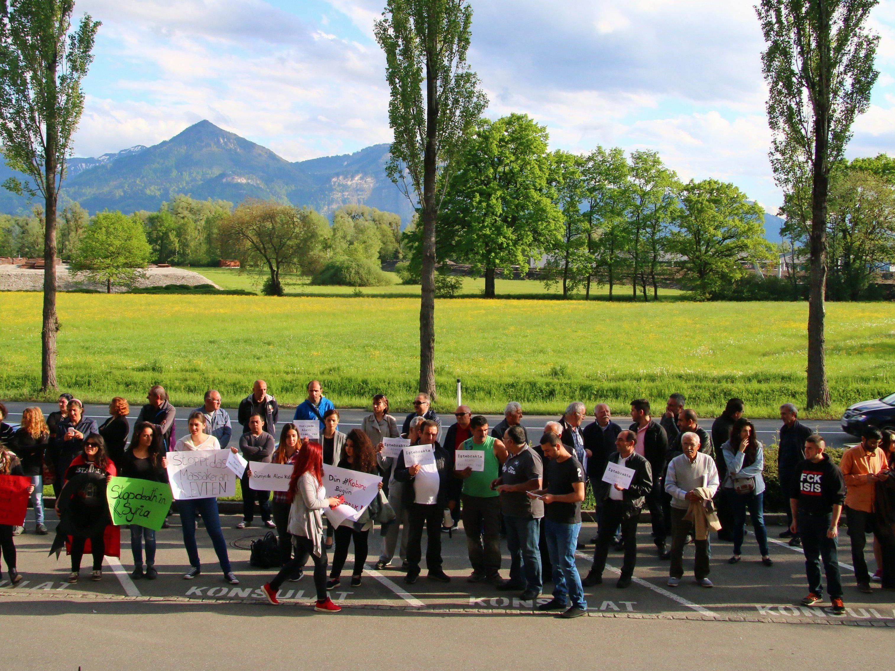 Aleviten demonstrierten vor türkischem Konsulat in Wolfurt.