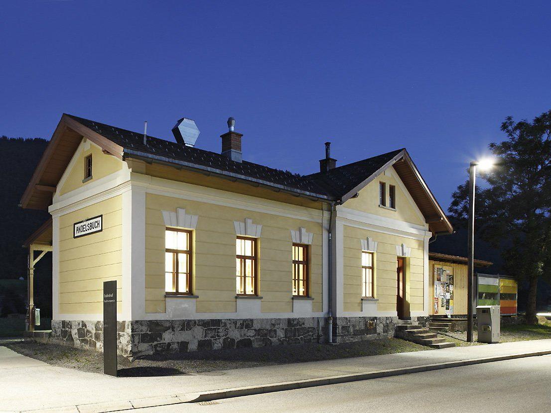 15 Jahre Bahnhof werden mit einem rauschenden Fest gefeiert.