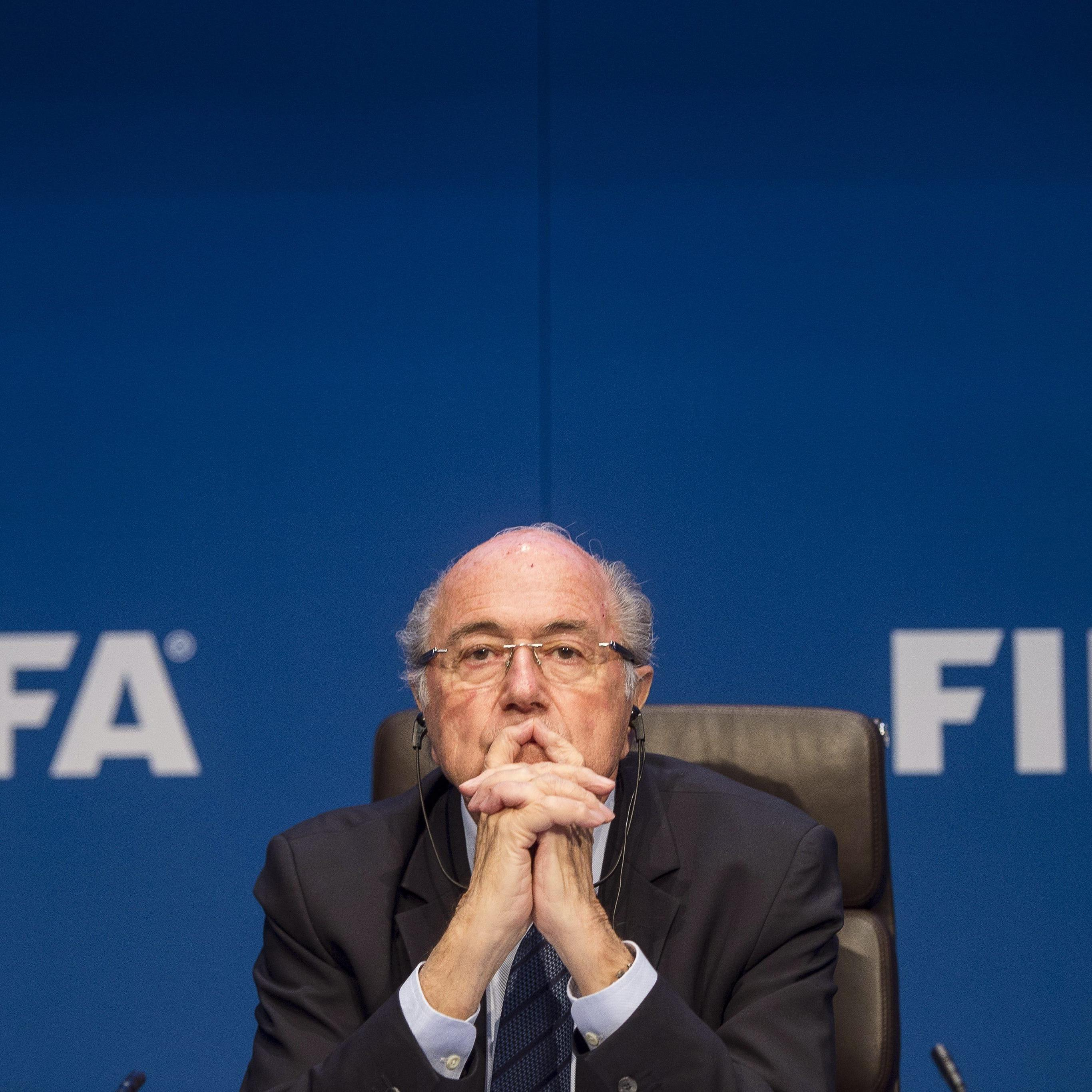 Selbst der größte Korruptionsskandal in der Geschichte der FIFA kann an Blatters Thron nicht rütteln.