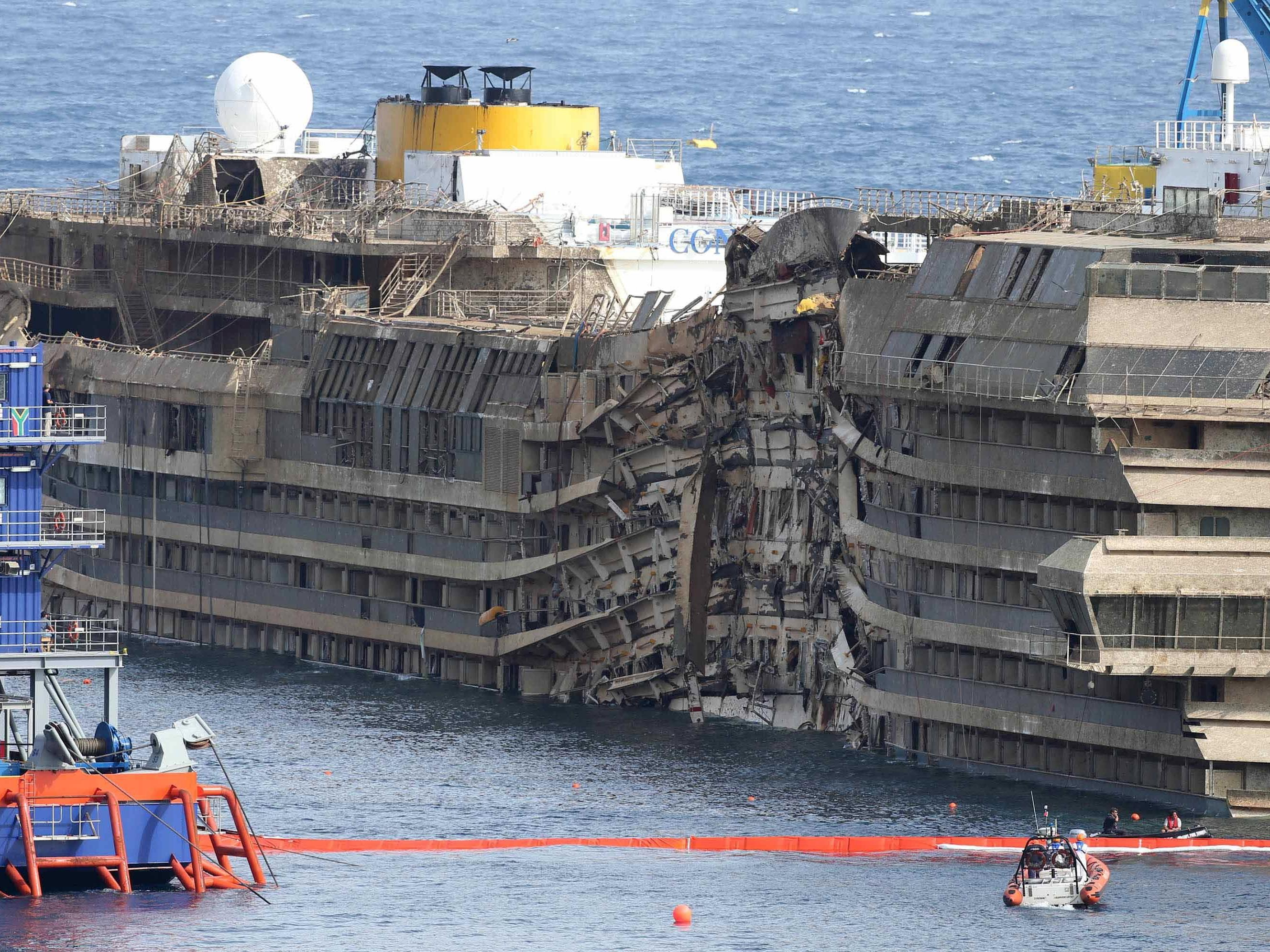 5.700 Tonnen Material wurden bereits aus dem Wrack entfernt.