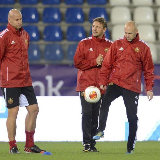 (v.l.) Individual-Trainer Carsten Jancker (Rapid), Trainer Zoran Barisic (Rapid) und Assistenz-Trainer Thomas Hickersberger.
