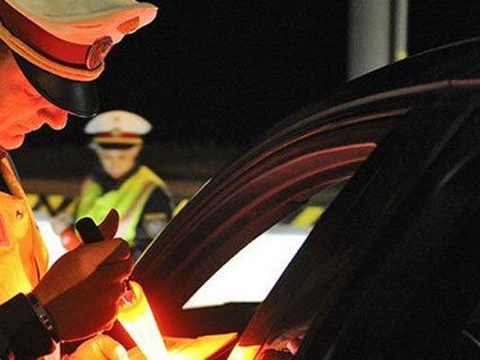 Uneinsichtiger Fahrzeuglenker leistet Widerstand gegen die Staatsgewalt