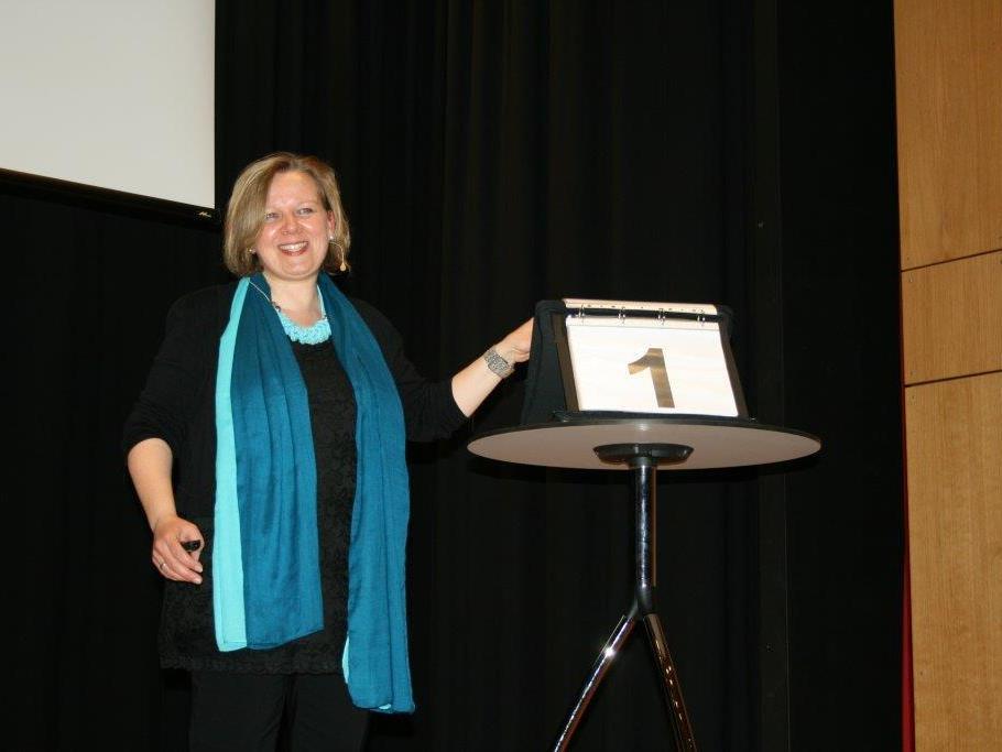 Jutta Wimmer gab Einblicke in die Not mit den Noten .