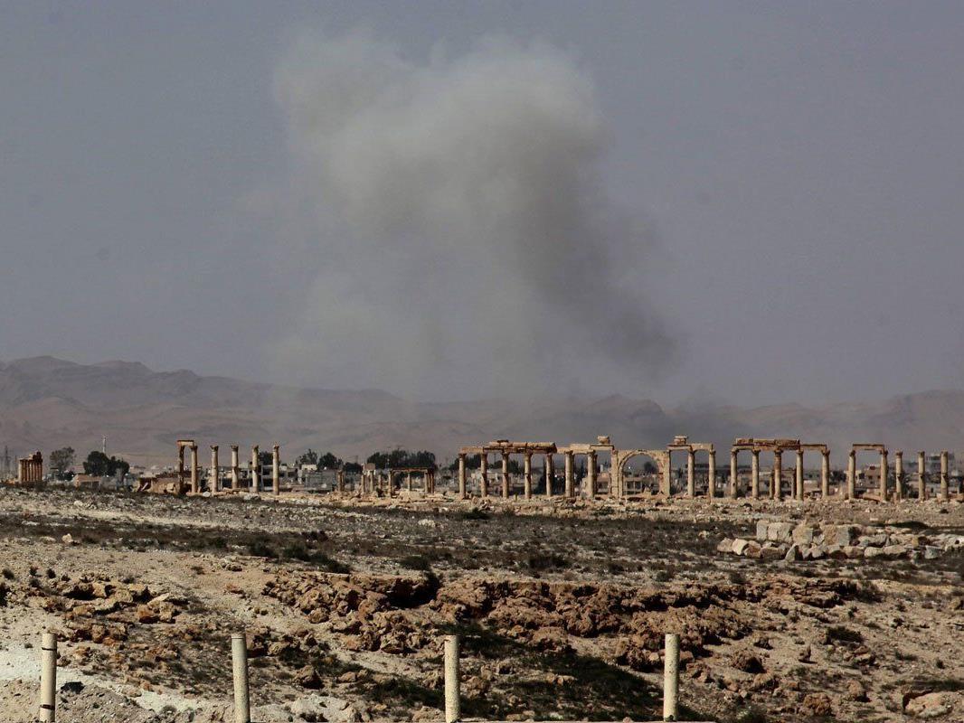 Die Welt bangt vor allem um die historischen Stätten von Palmyra, aber auch Zehntausende Zivilisten sitzen in der Wüstenstadt fest.