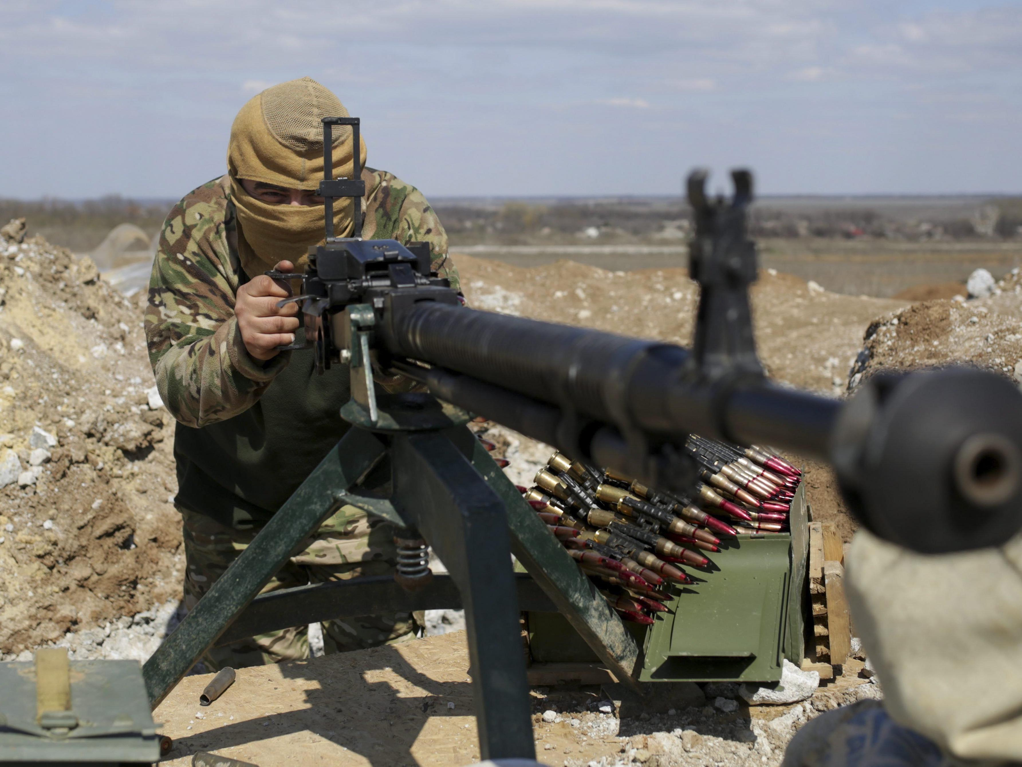 Kiew weist Vorwürfe Russlands und der OSZE zu schweren Waffen zurück.