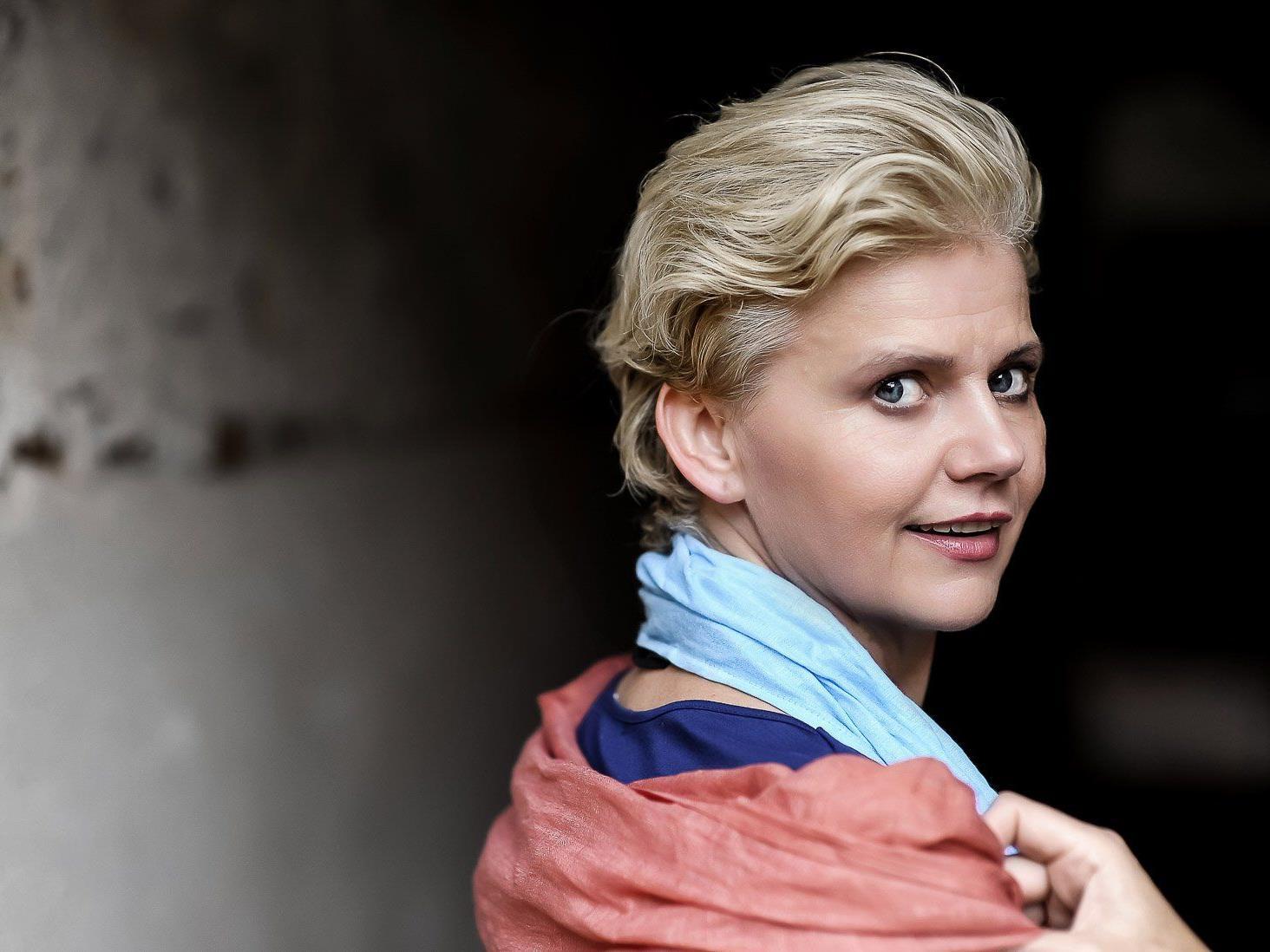 Renate Bauer präsentierte acht ihrer begabten Studierenden am Saumarkt.