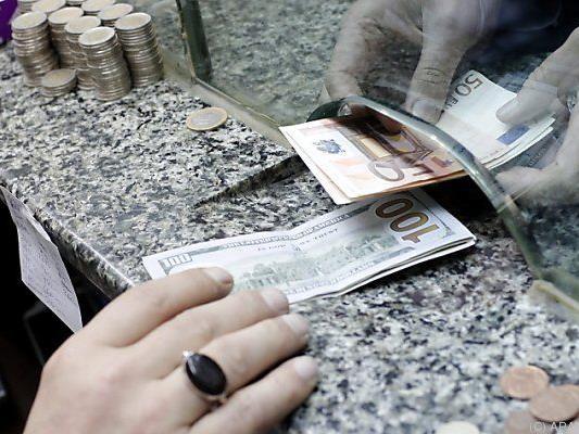 Nur jeder Zehnte wechselt zurück in Euro