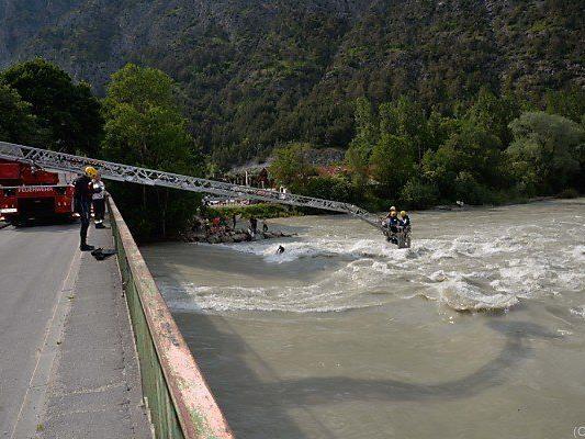 Die Suche nach den zwei Vermissten im Tiroler Inn dauert an