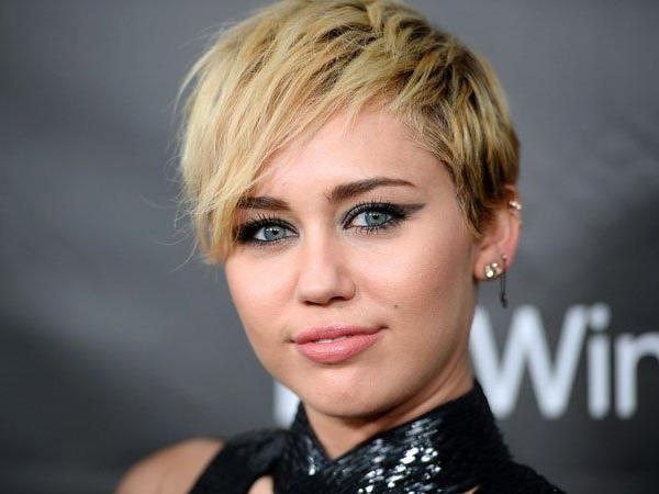 """Miley Cyrus zeigt sich nackt im Magazin """"Paper""""."""