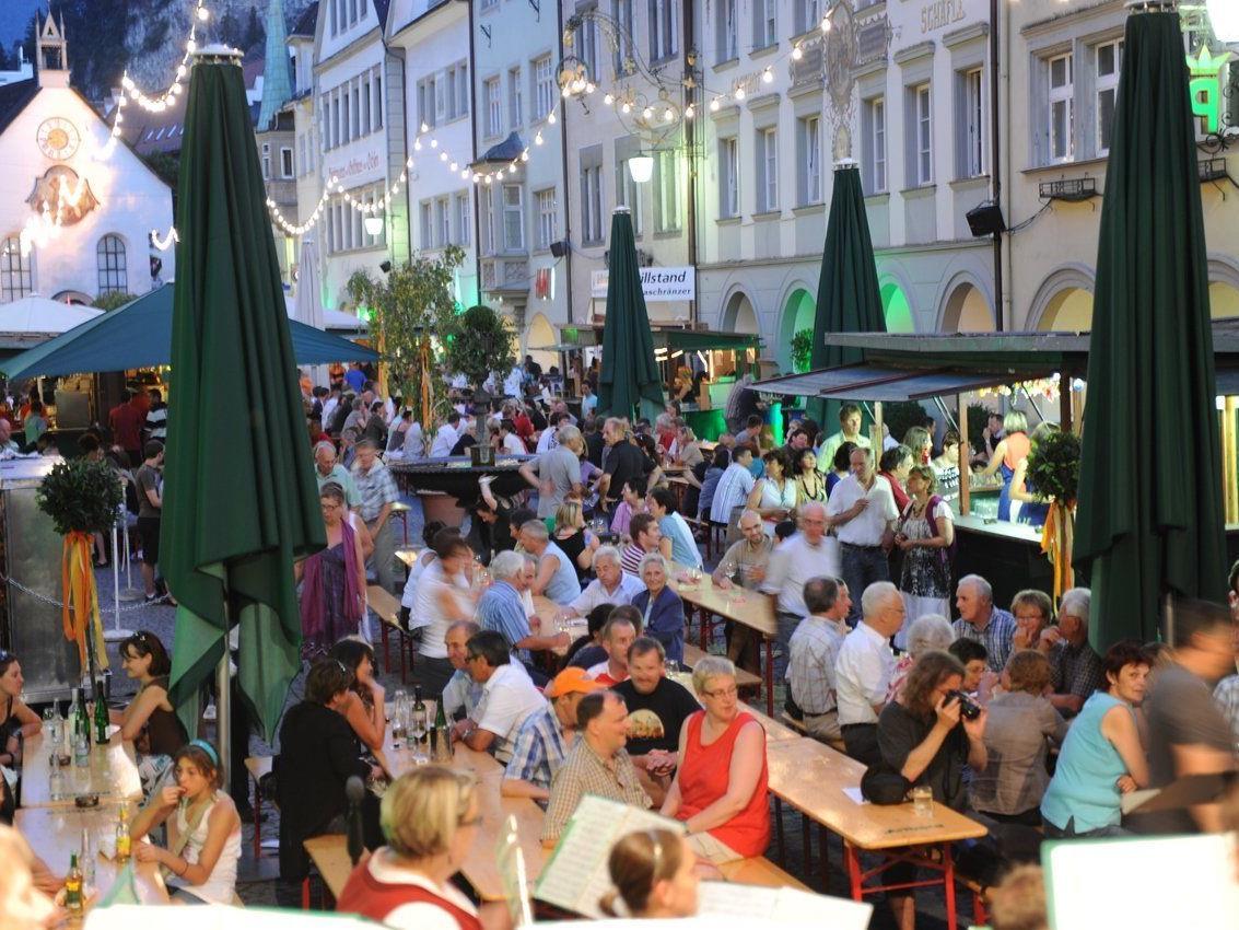 49. Feldkircher Weinfest 25. bis 27. Juni 2015. Öffnungszeiten: Do 17 bis 1 Uhr, Fr 11 bis 1 Uhr, Sa 11 bis 1 Uhr