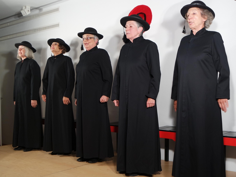 Die kämpferischen Kirchenfrauen mit und ohne Kardinalspurpur.