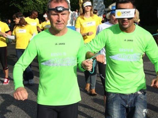 """Hannes Menitz und Fadi Merza trainieren für den """"erste bank vienna night run""""."""