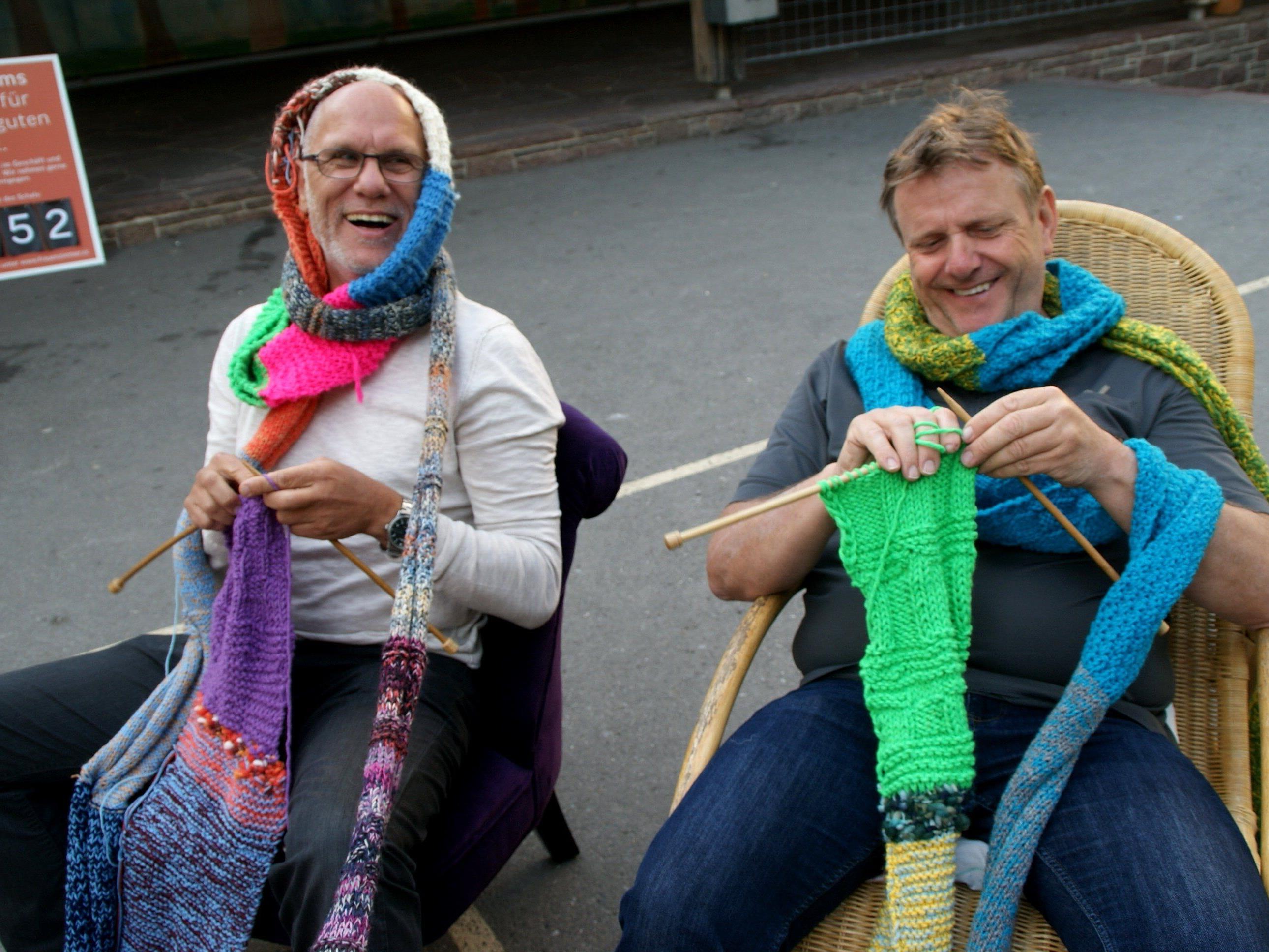 Männer lernen stricken!