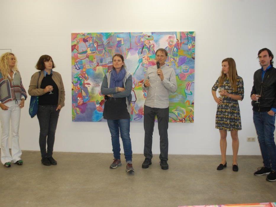 Fünf der sieben ausstellenden Künstler waren an diesem Abend vor Ort.