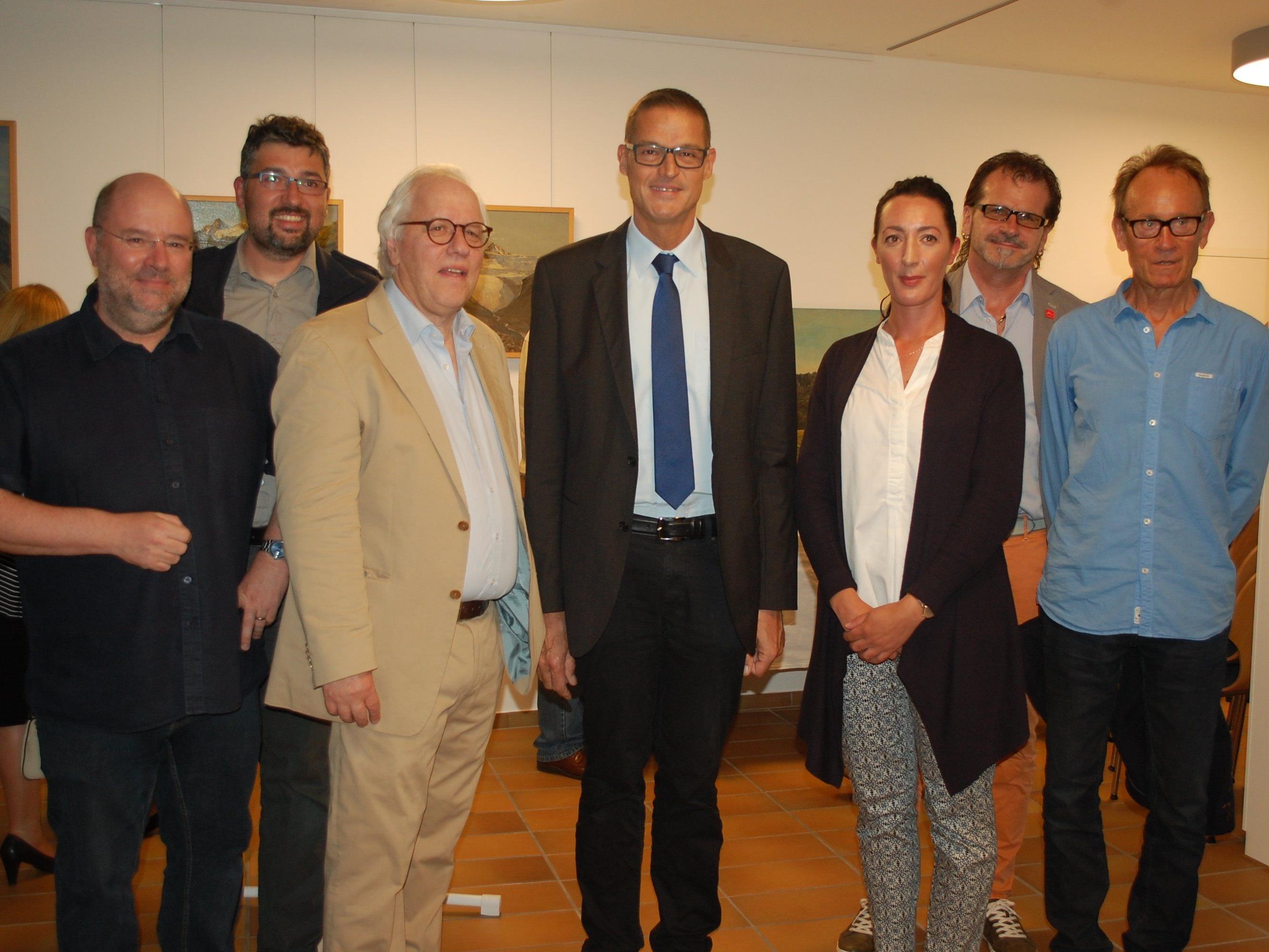 Auch Gesundheits- und Kulturlandesrat Christian Bernhard war zu der Vernissage nach Schruns gekommen.