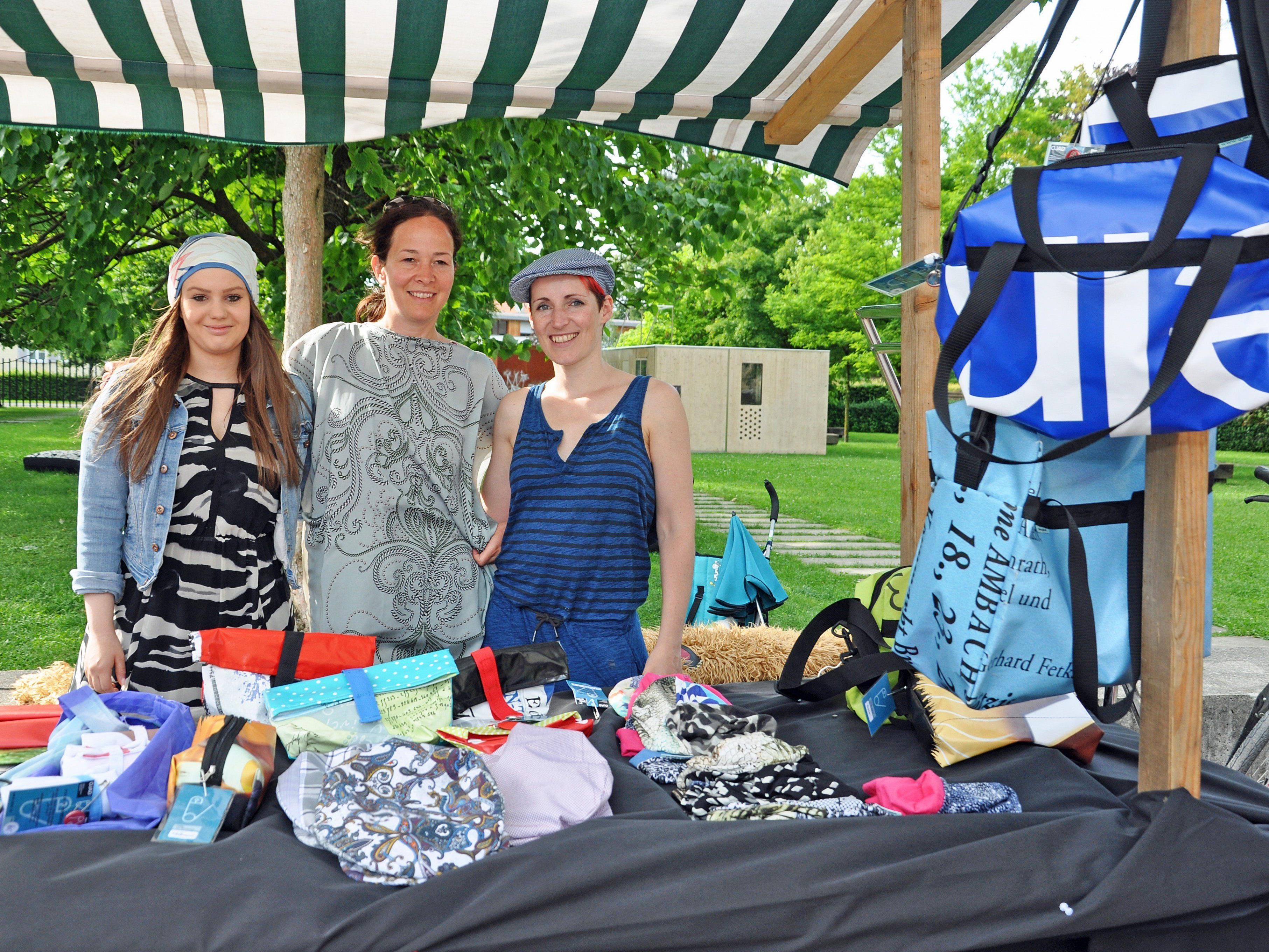 Die Mädchen der Job Ahoi Designwerkstatt hatten gemeinsam mit Designerin Sabrina Vogel für den Kunsthandwerkermarkt genäht.