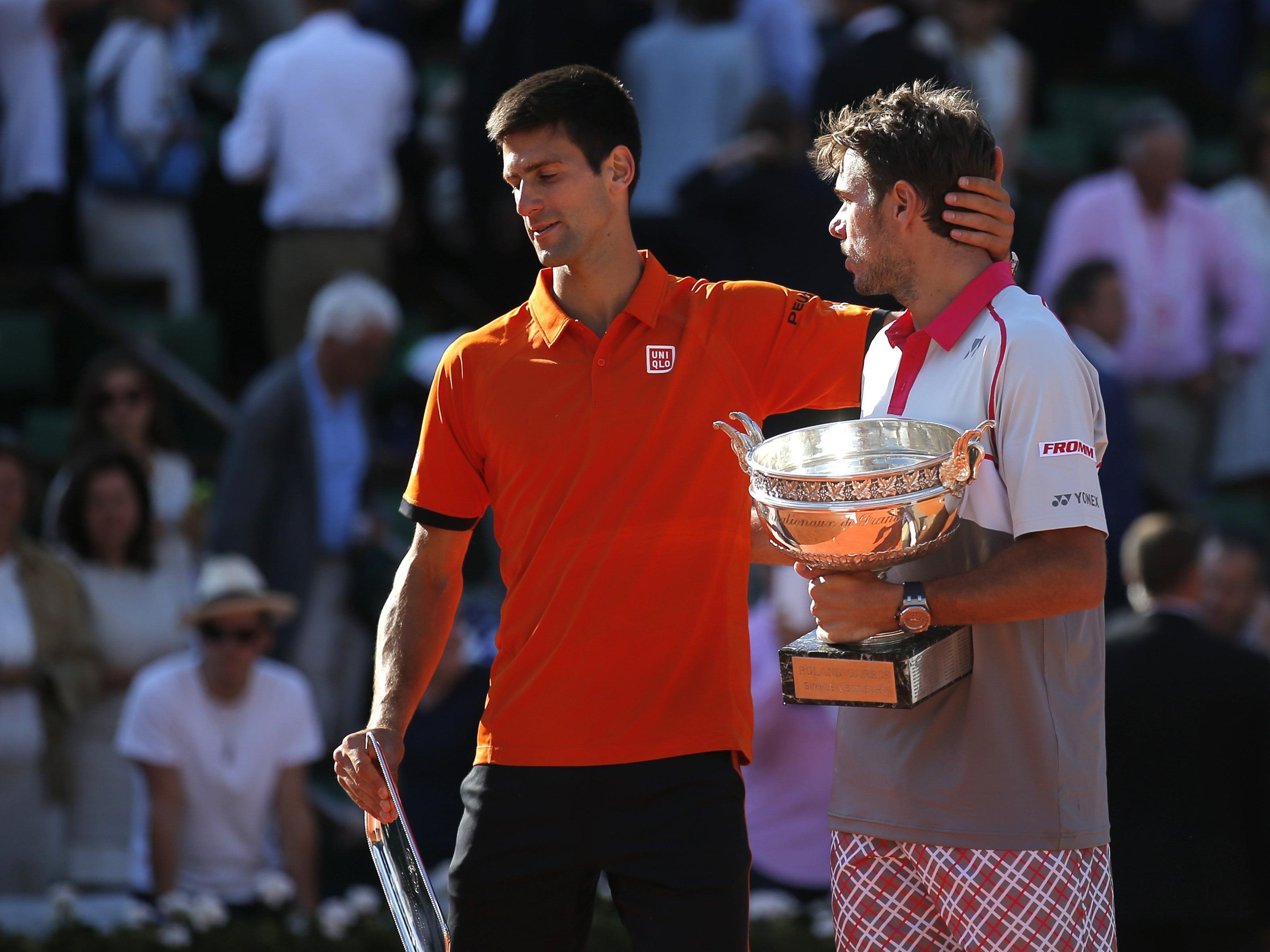 Novak Djokovic (l.) konnte sich angesichts soviel Anerkennung für seine Leistung die Tränen nicht ganz verkneifen.
