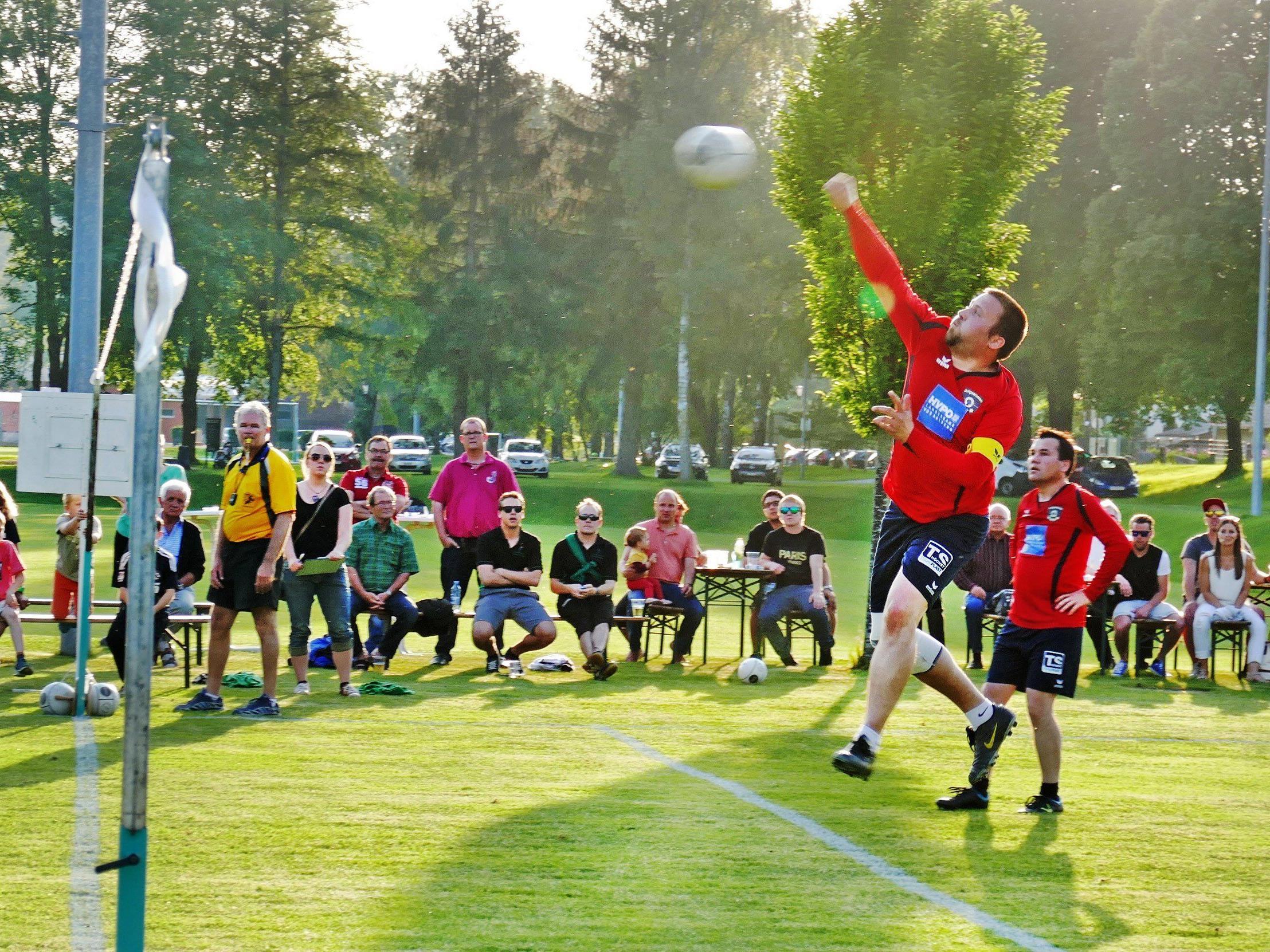 Das Faustballteam der TS Höchst hat am 23. Juni ab 19:00 Uhr den Schweizer Meister Widnau zu Gast.