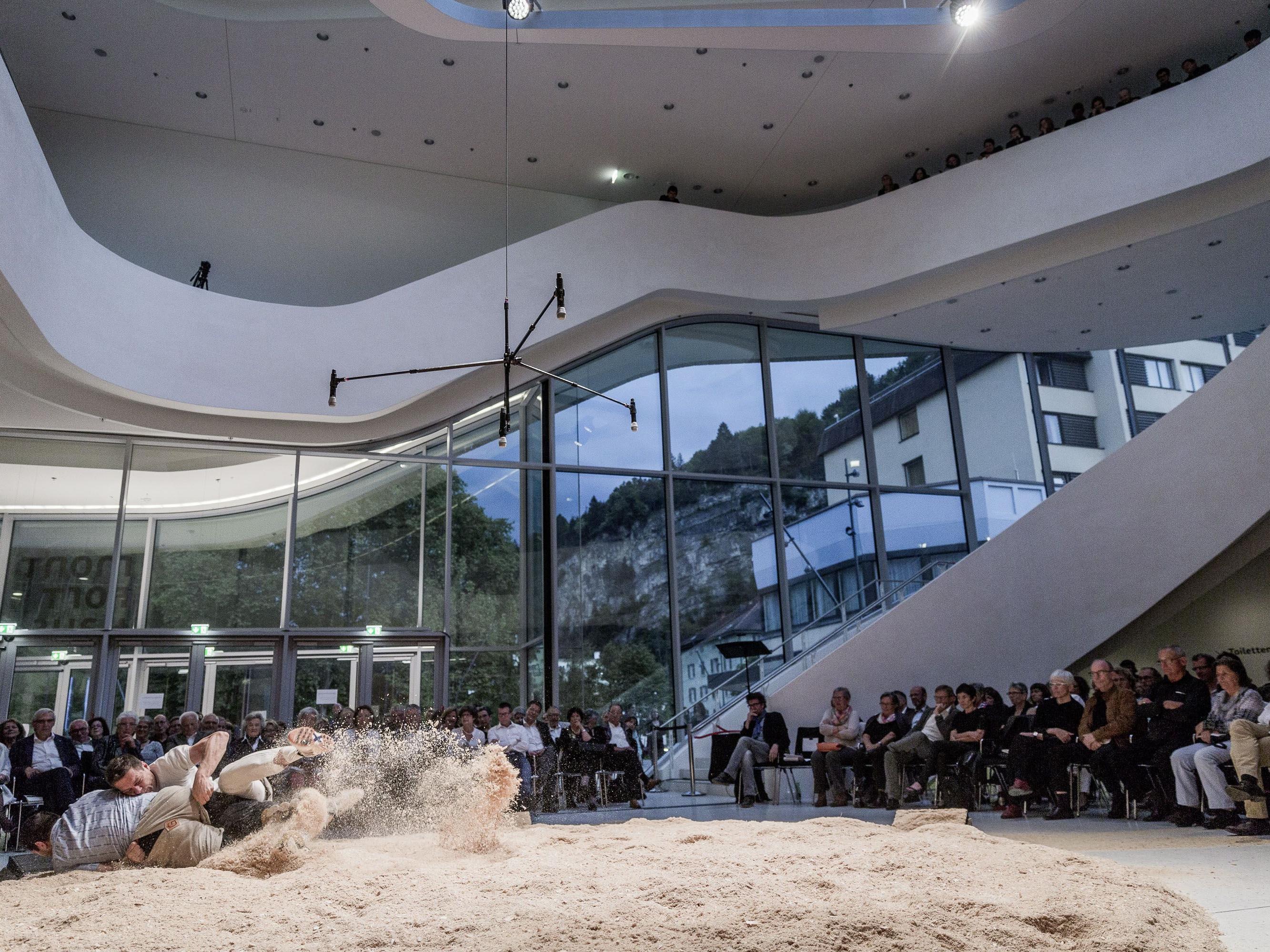 """Schweizer Tradition trifft im Konzert """"Grenzgänge"""" auf Neue Musik und das Montforthaus Feldkirch."""