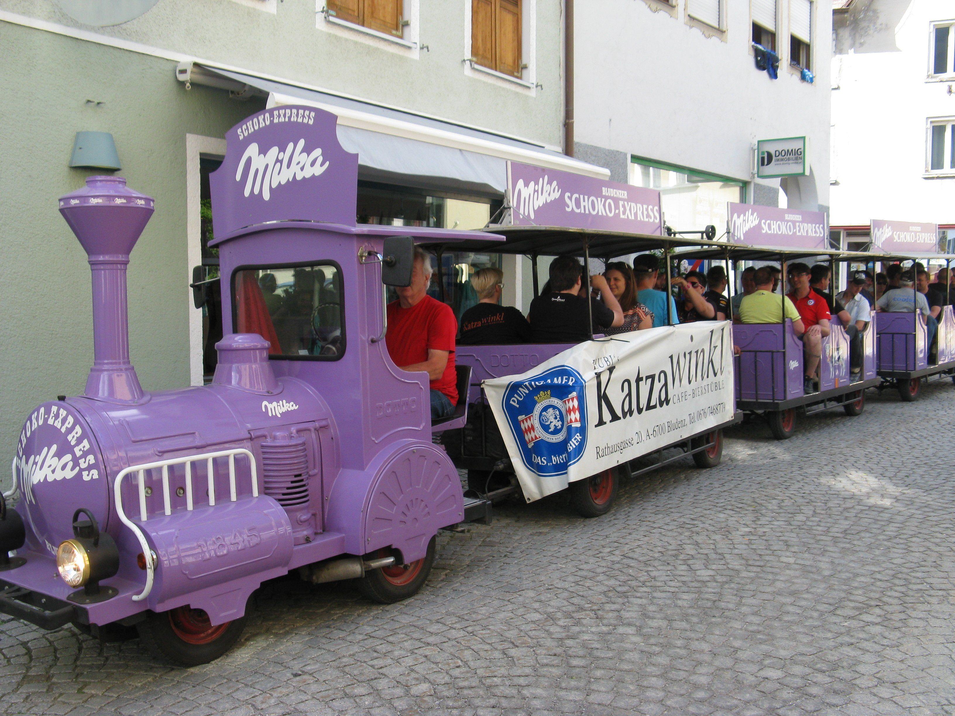 """Der """"Städtle-Lokal-Express"""" war mit """"Volldampf"""" unterwegs."""