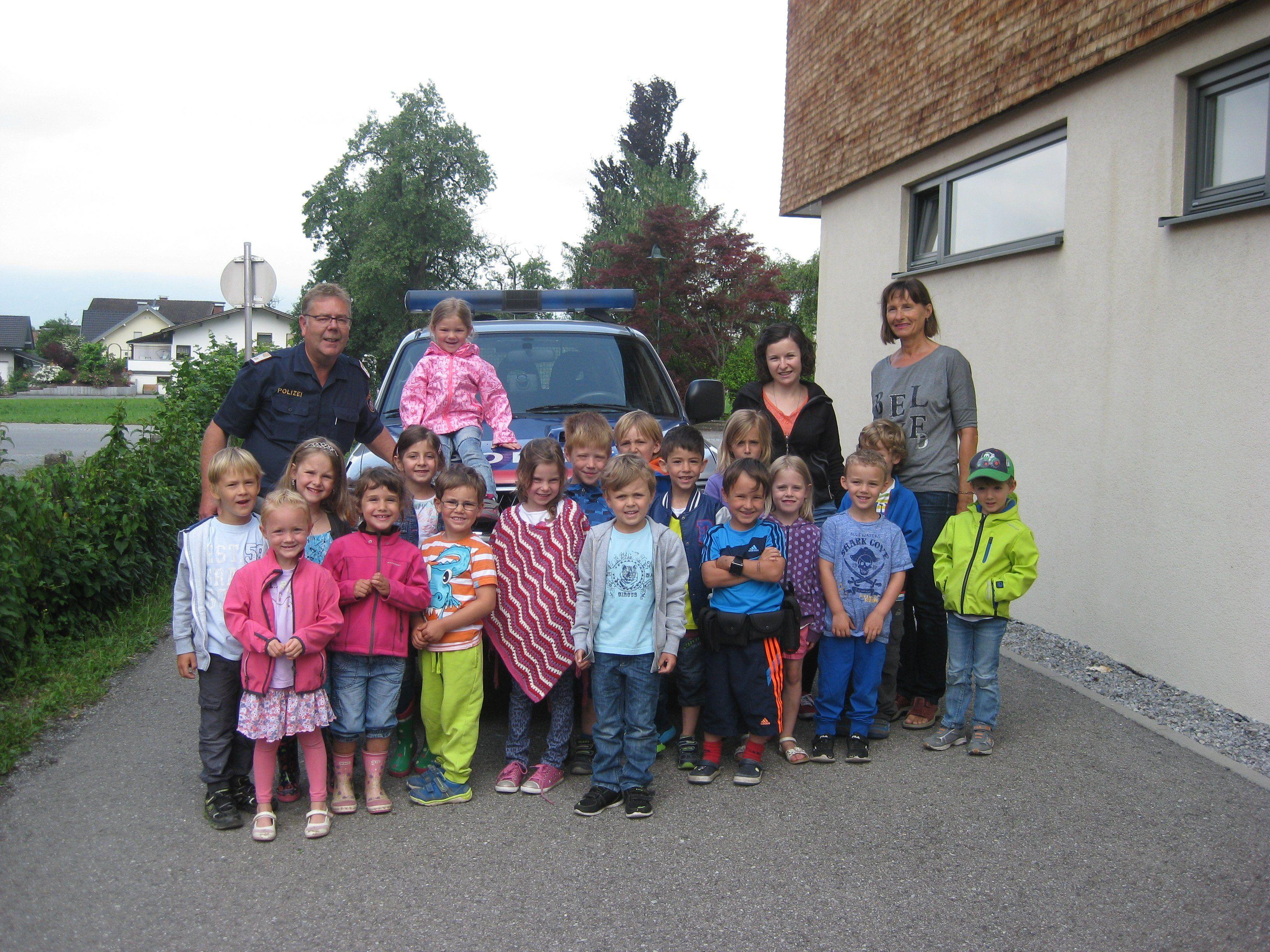 polizei zu besuch im kindergarten weiler vol at. Black Bedroom Furniture Sets. Home Design Ideas