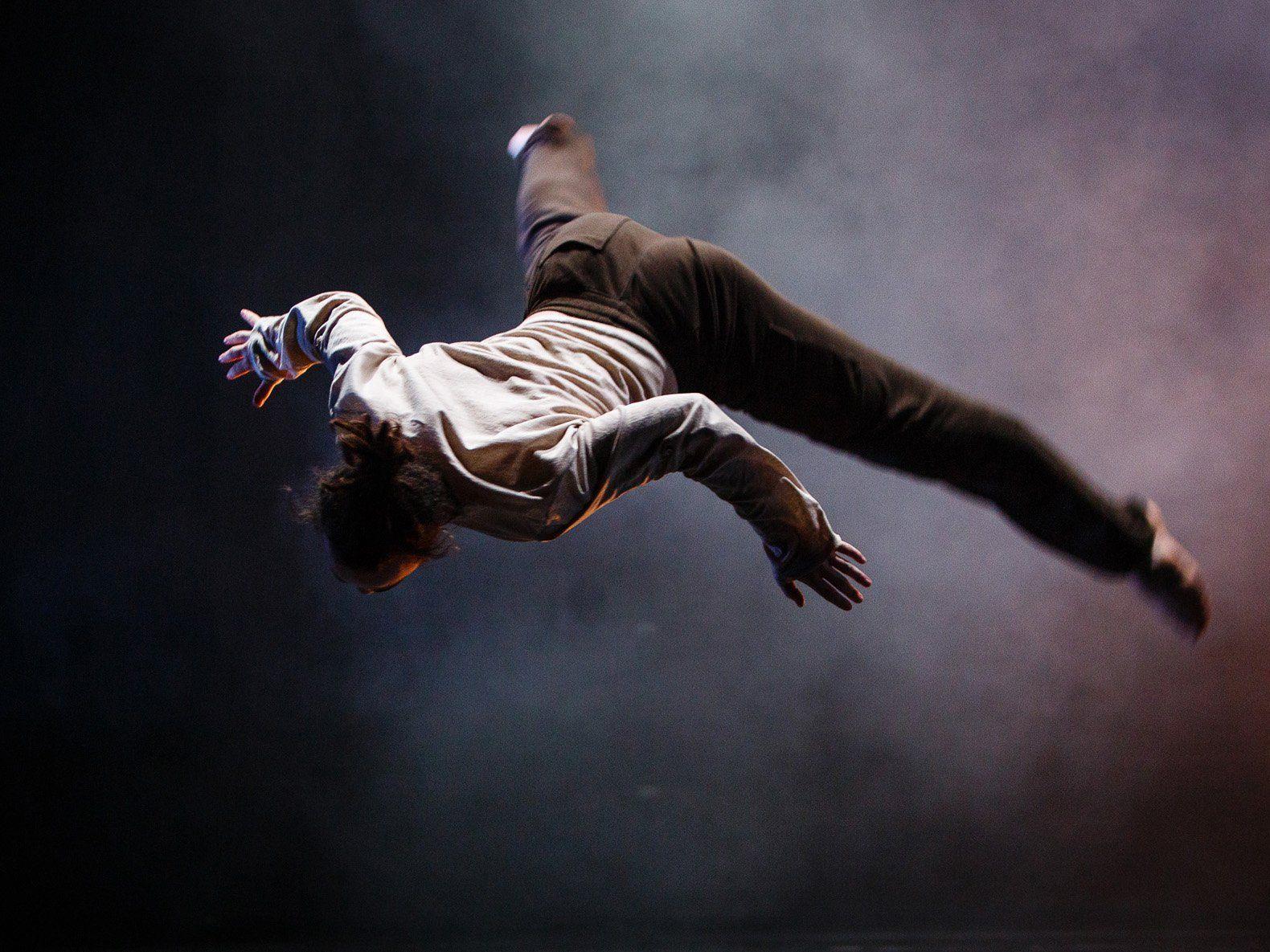 "James Wilton Dance Company mit ""Last Man Standing""."