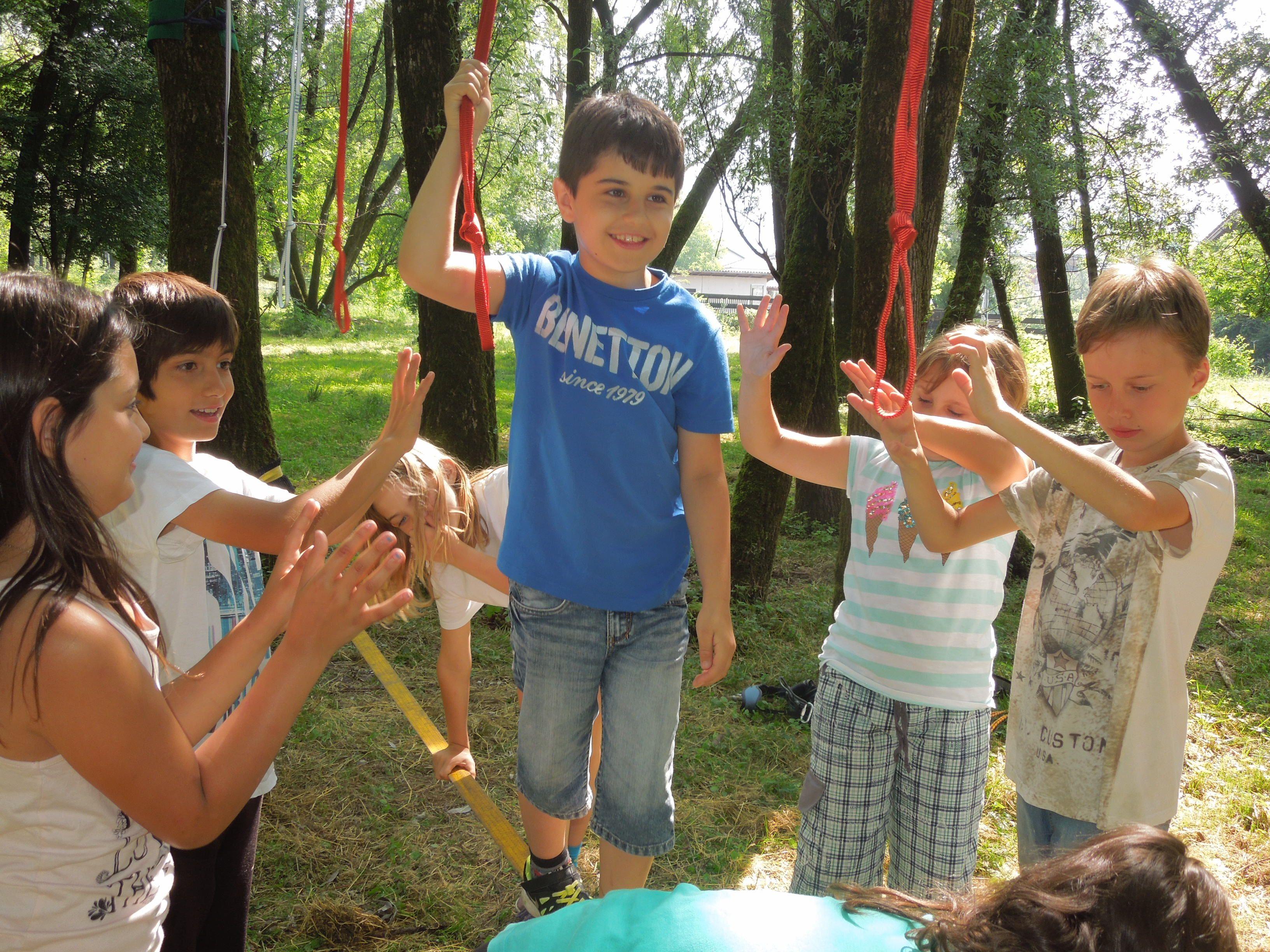 Die Kinder hatten beim Slackline-Vormittag viel Spaß und lernten was Zusammenhalt heißt.