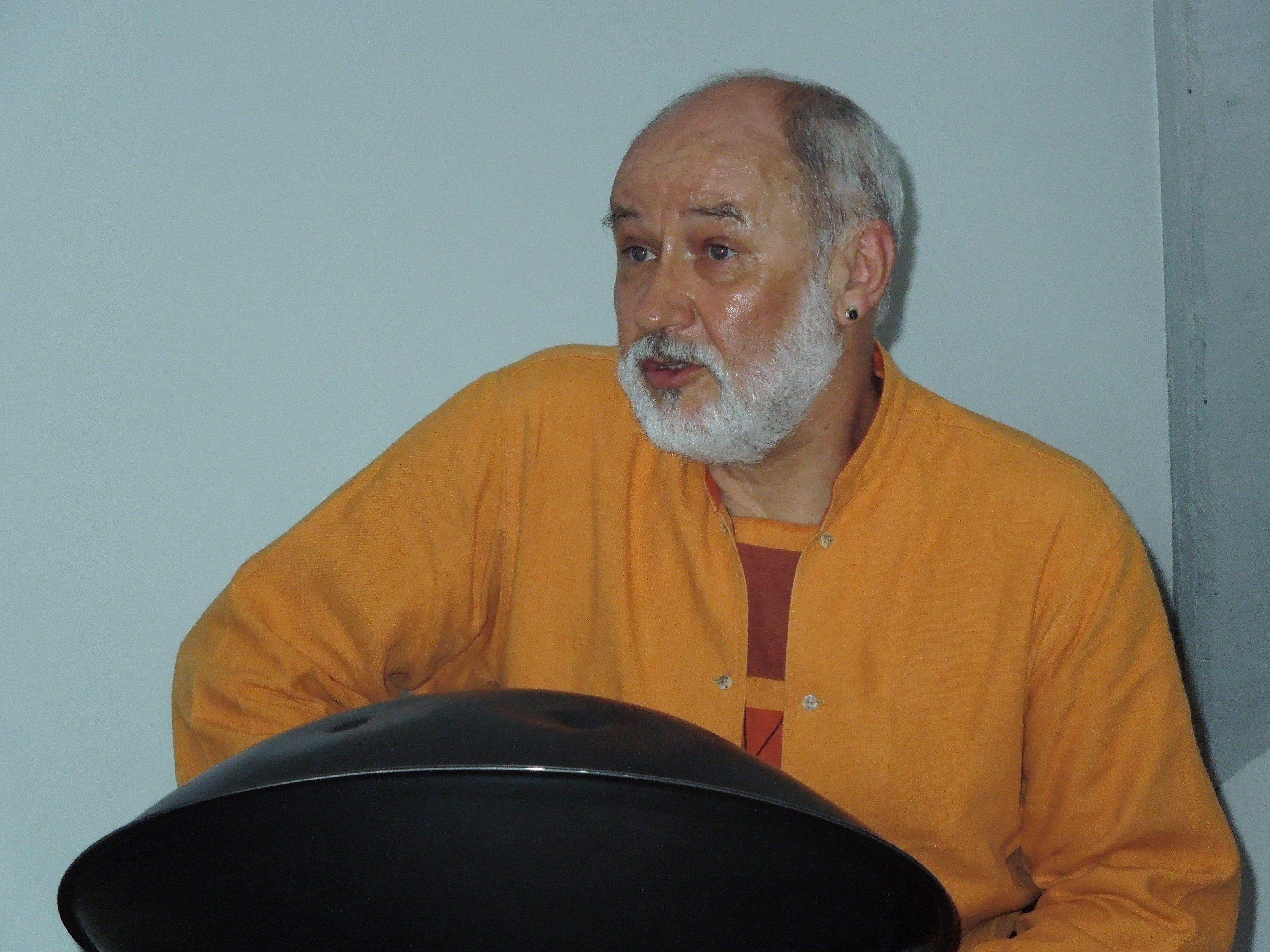 Reini Frenzel bereicherte musikalisch und erzählend den Umweltgeschichtenabend und in Zukunft auch die offene Schreibwerkstatt.