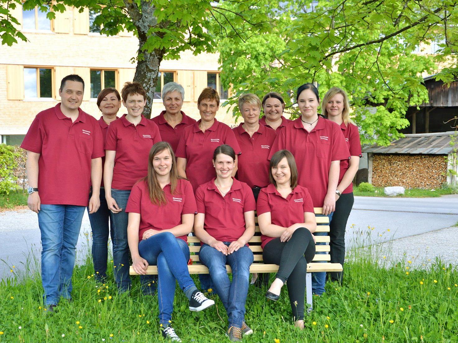 Das Team des Ortskonsumvereins Schwarzenberg freut sich über den Umzug in das neue Geschäft.
