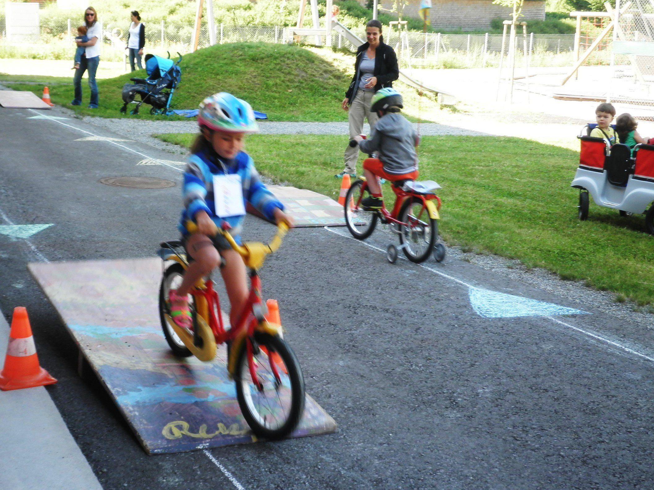 Beim Rad-Helm-Spiele-Fest im KinderHaus Seepark in Lochau Süd stand das sichere Fahrradfahren im Mittelpunkt.