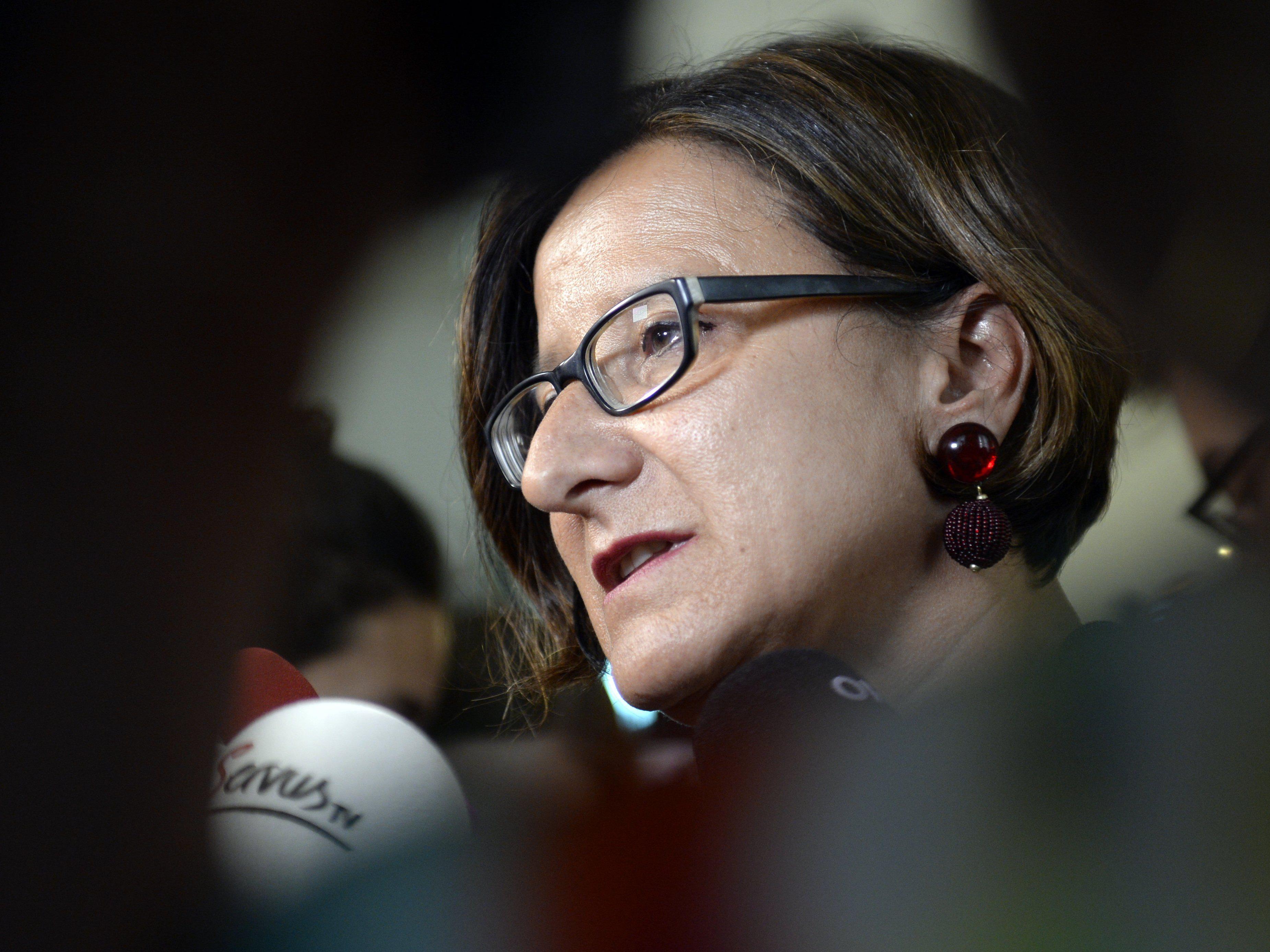 Ministerin stoppt neue Asylverfahren - Nur mehr Abschiebungen.