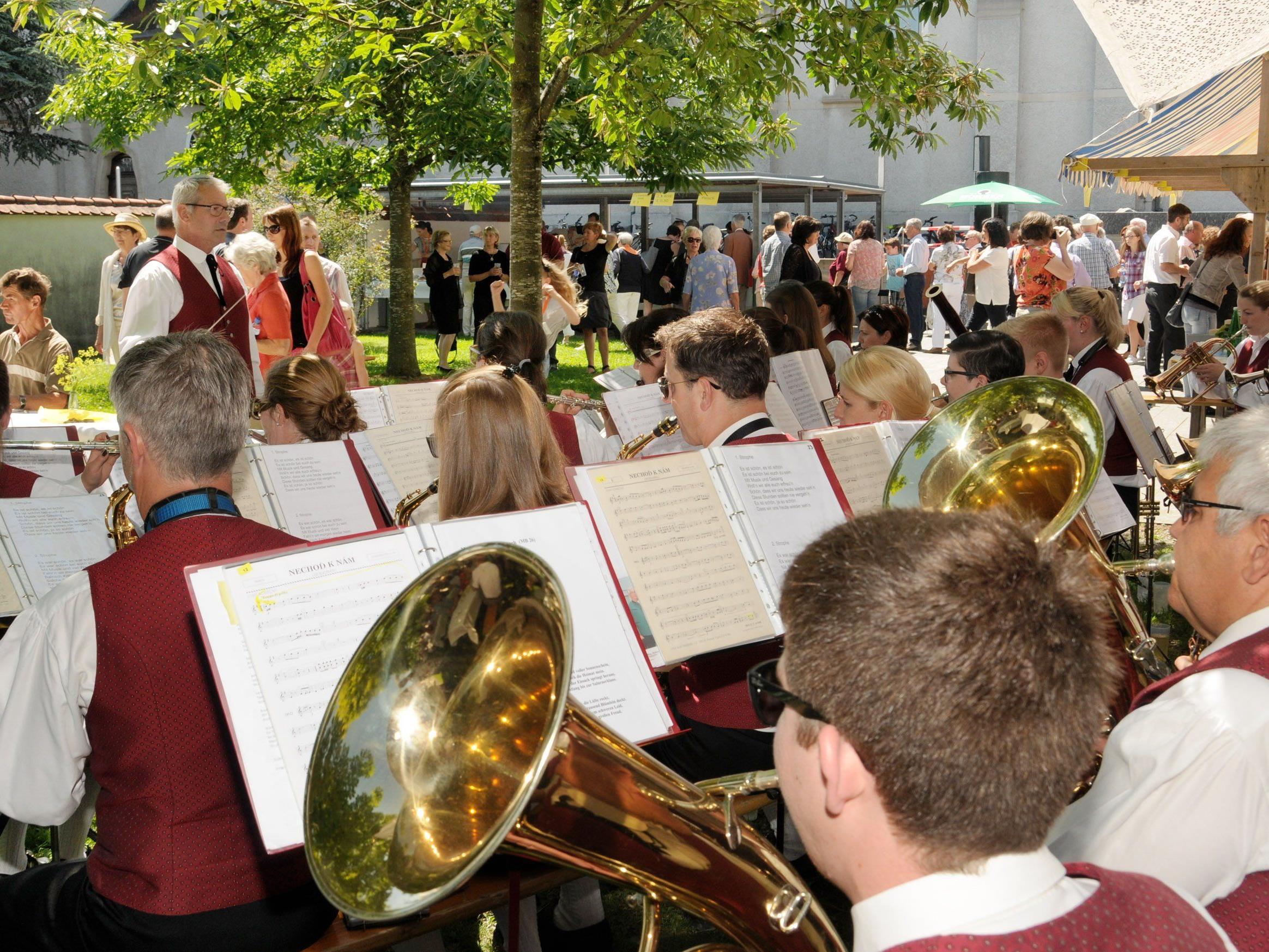 Frühschoppen mit der Bürgermusik Höchst beim Pfarrfest zum Patrozinium