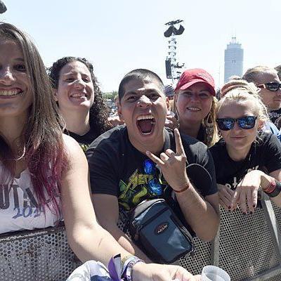 Besucher des Rock in Vienna-Festivals am Donnerstag auf der Donauinsel
