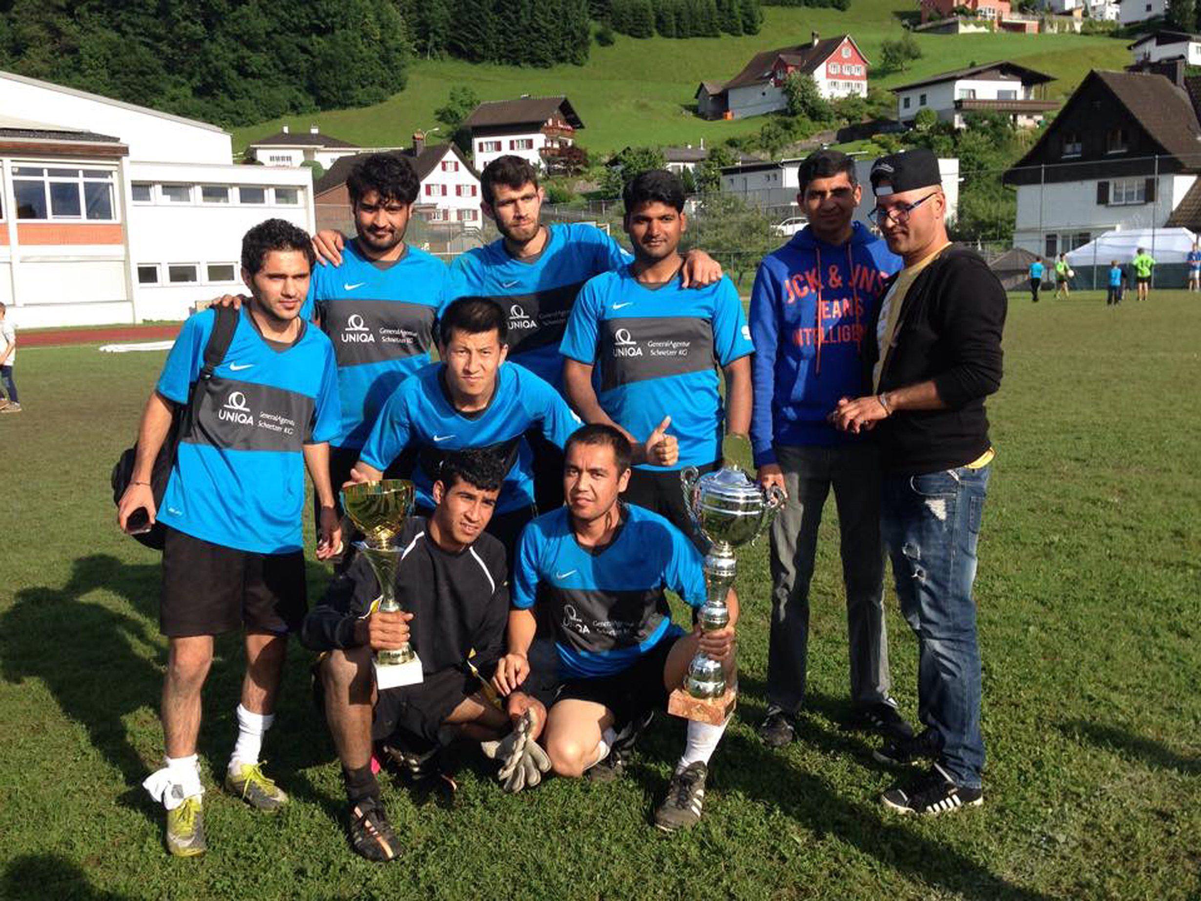 So sehen Sieger aus. Das Migranten Team vom Haus der frohen Botschaft triumphierte beim Zwischenwässler OVT.