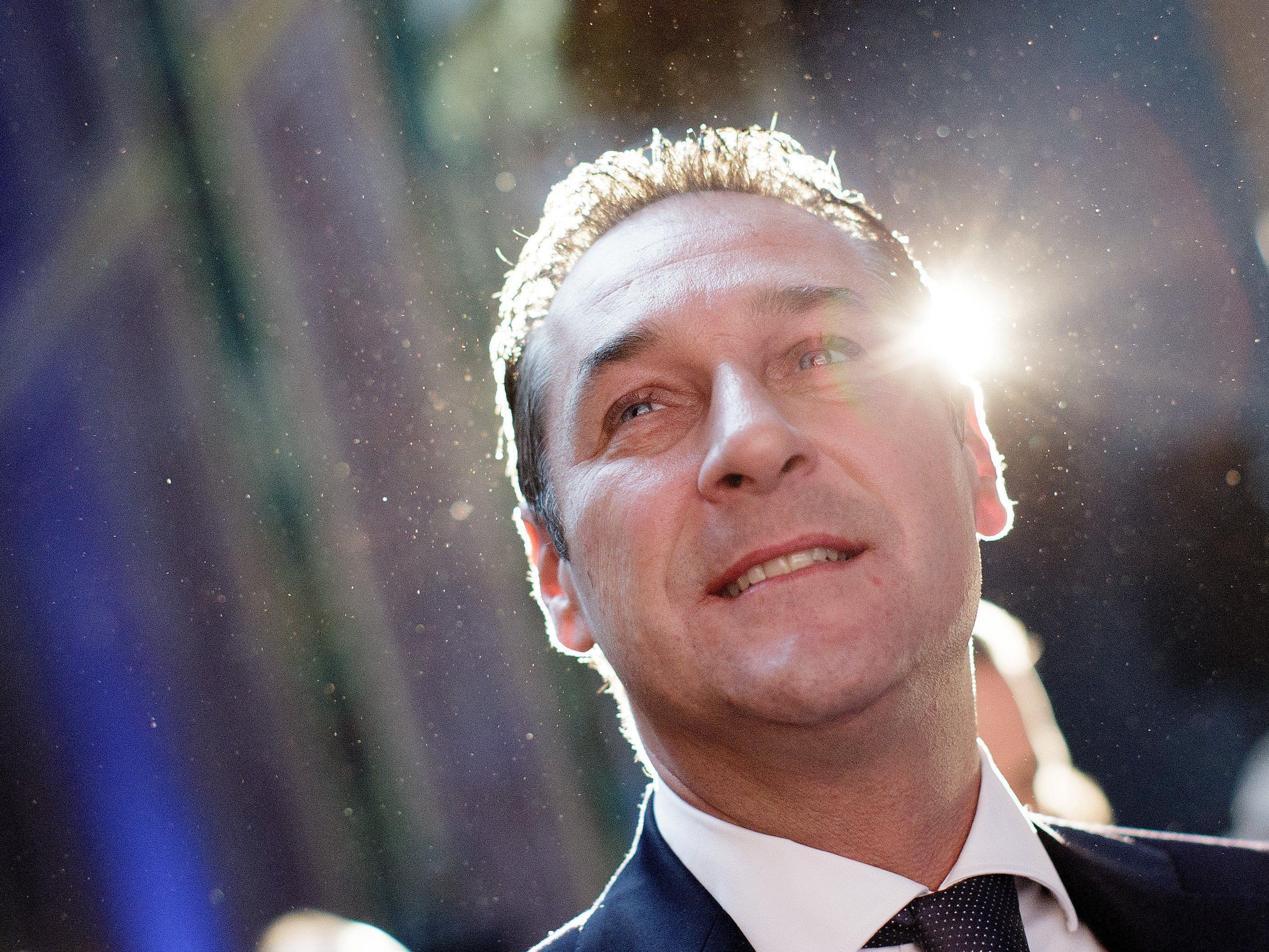 Straches FPÖ nach Wahltriumphen groß im Geschäft.