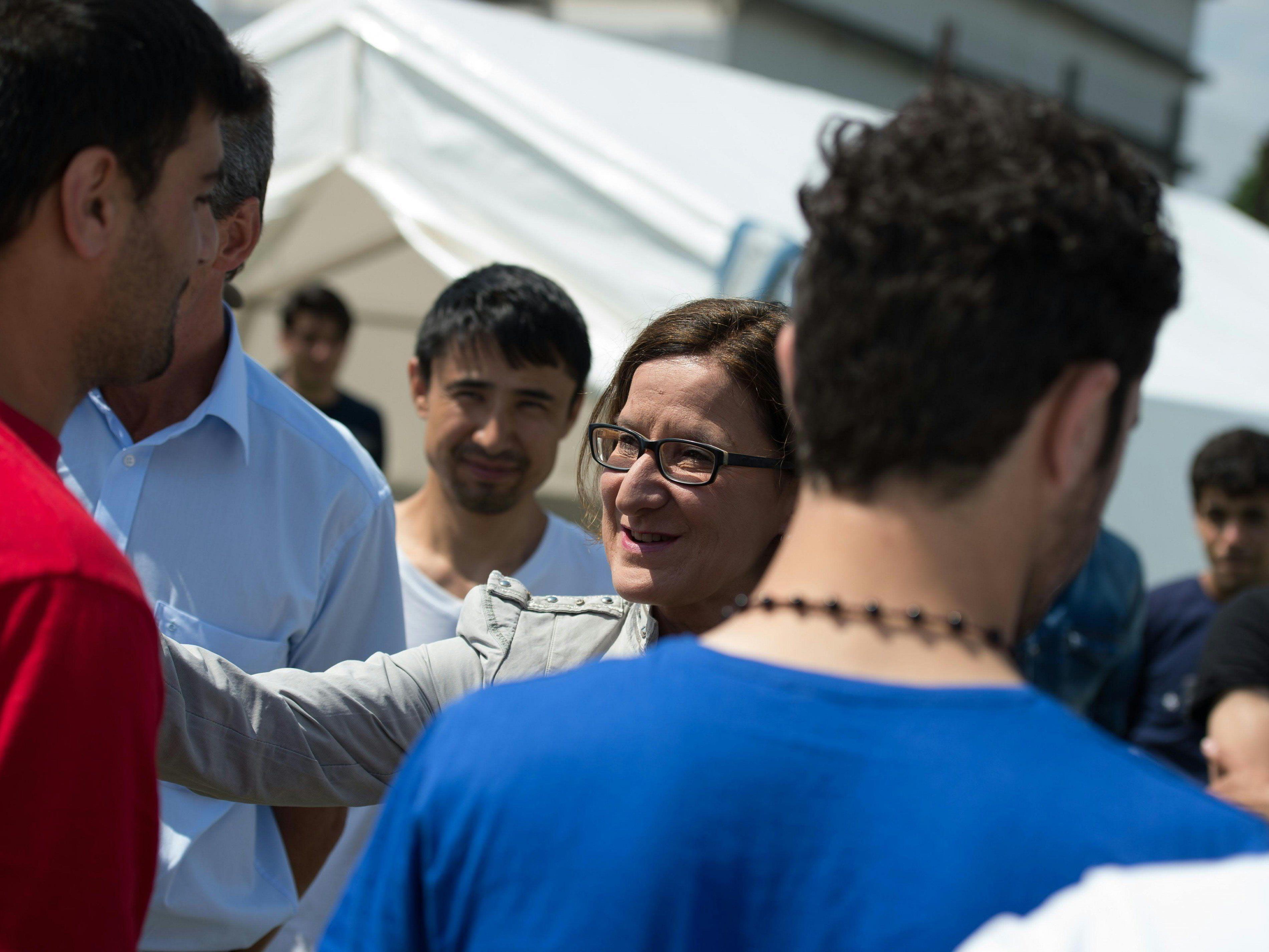 Für die Position von Österreichs Innenministerin Mikl-Leitner, hier bei einem Besuch ein Flüchtlings-Zeltlager, findet sich in der EU keine Mehrheit.