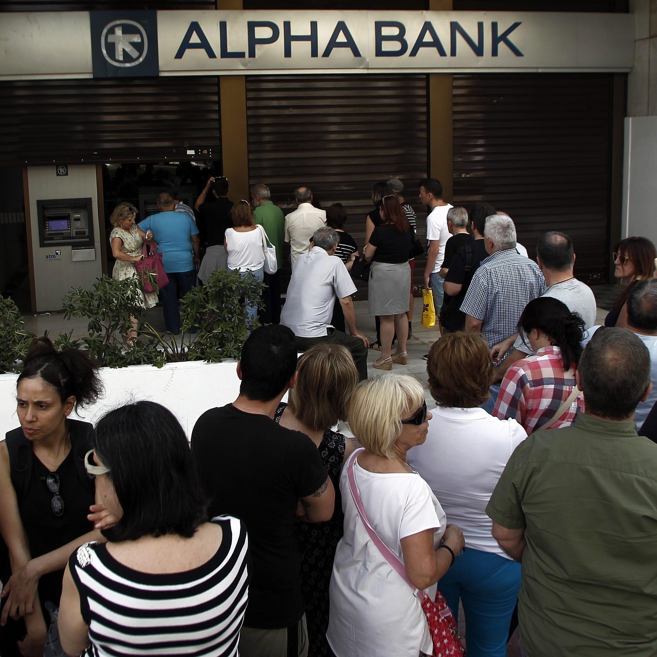Am Samstag hoben in Griechenland Bankkunden ungewöhnlich viel Geld ab.