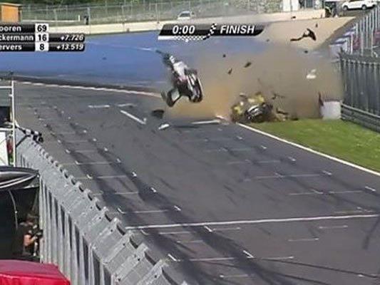 Fahrer blieben bei Crash unverletzt.