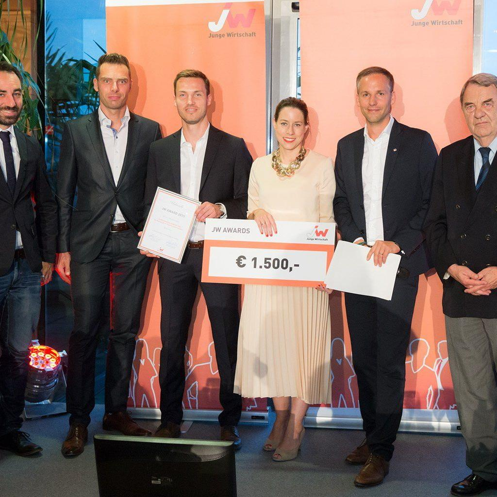 Der Vorstand der Jungen Wirtschaft Vorarlberg freut sich über den JW-Award.