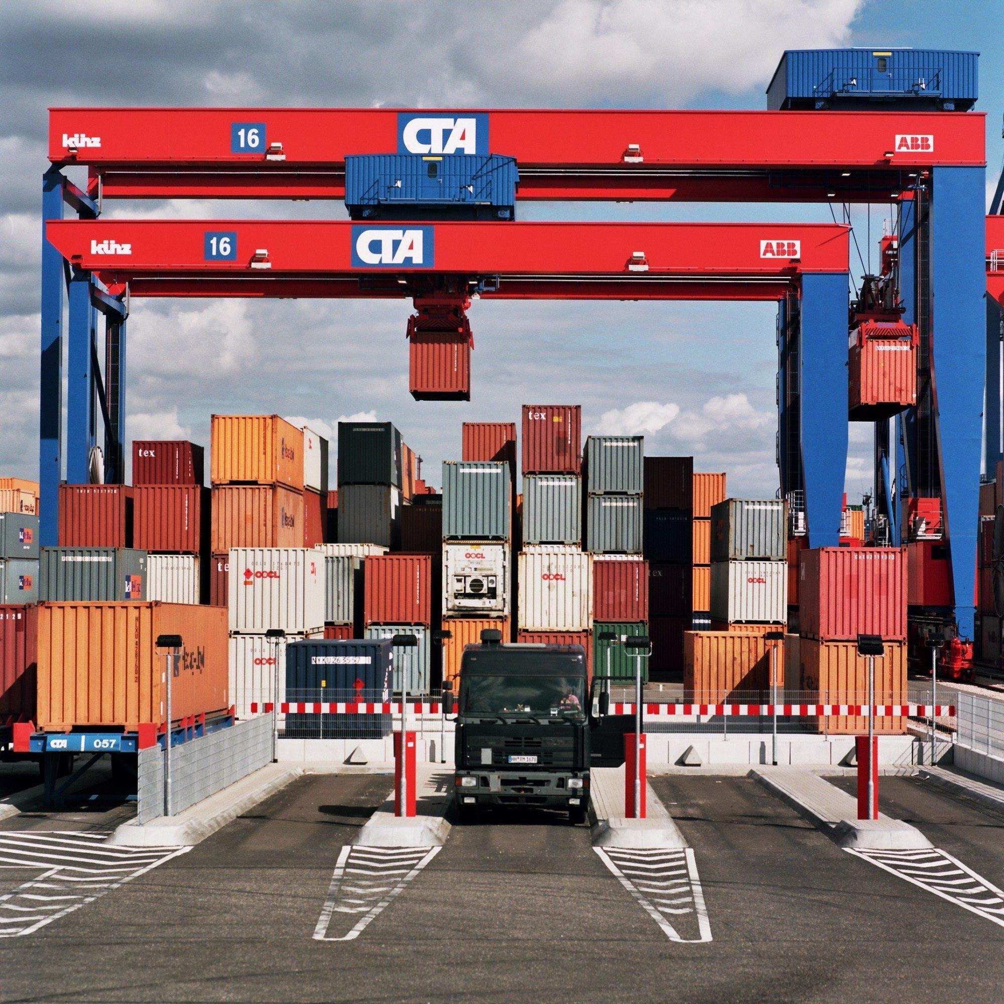 Künz-Stapelkräne am HHLA-Container-Terminal Altenwerder im Hamburger Hafen.