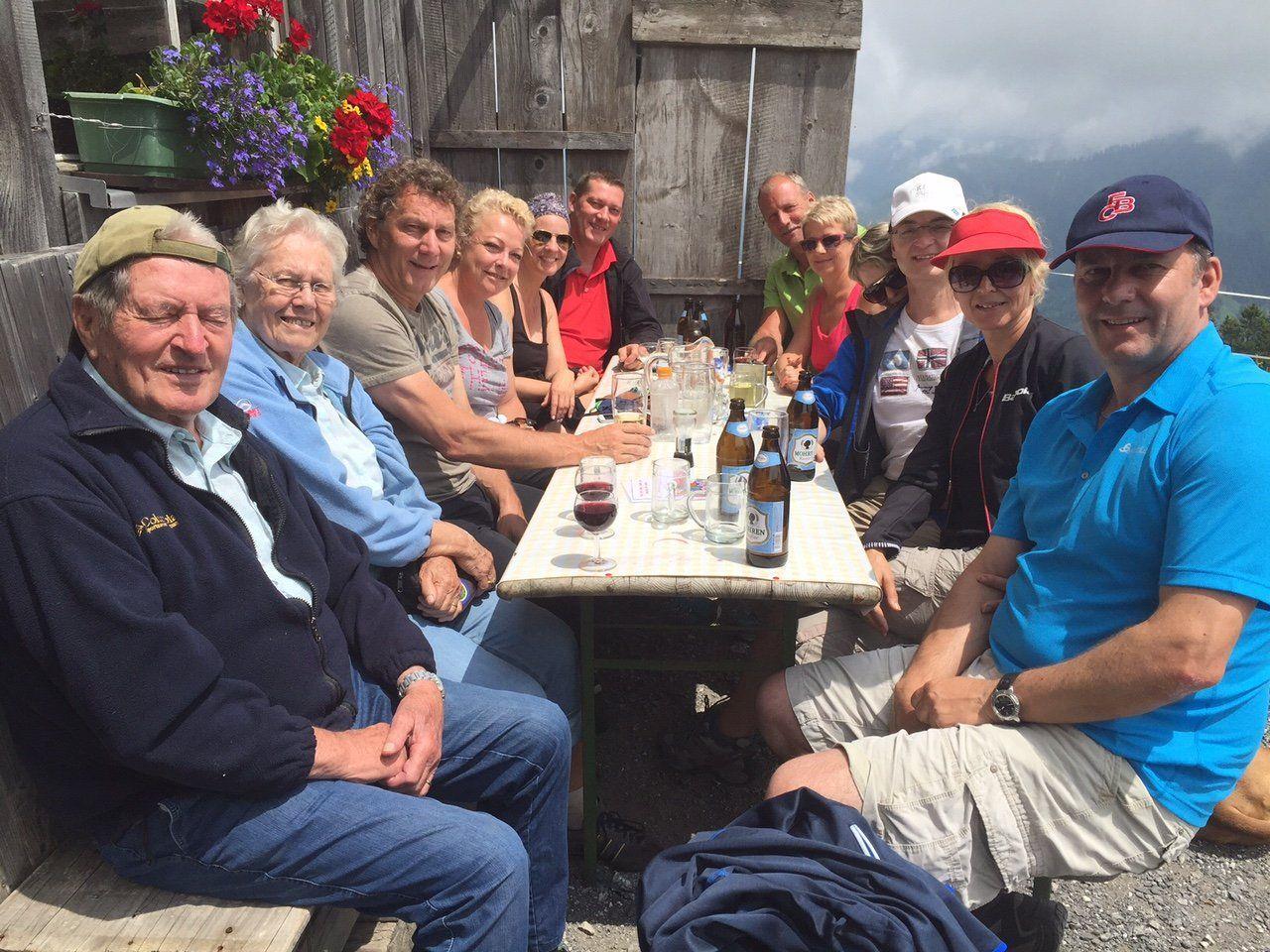 Beliebtes Ausflugsziel: Fraxner Hohe Kugel und Alpe Maiensäß sowie Staffel. Hier Familienausflug aus Hohenems und Diepoldsau zum Vatertag auf die Hohe Kugel.