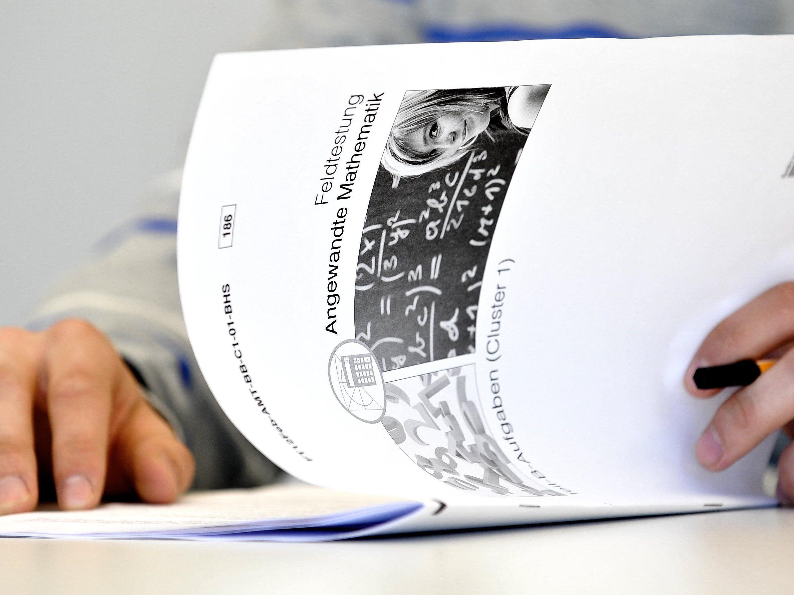 """Matura: Vorarlberger Lehrer nach """"wohlwollender"""" Korrektur juristisch ermahnt."""