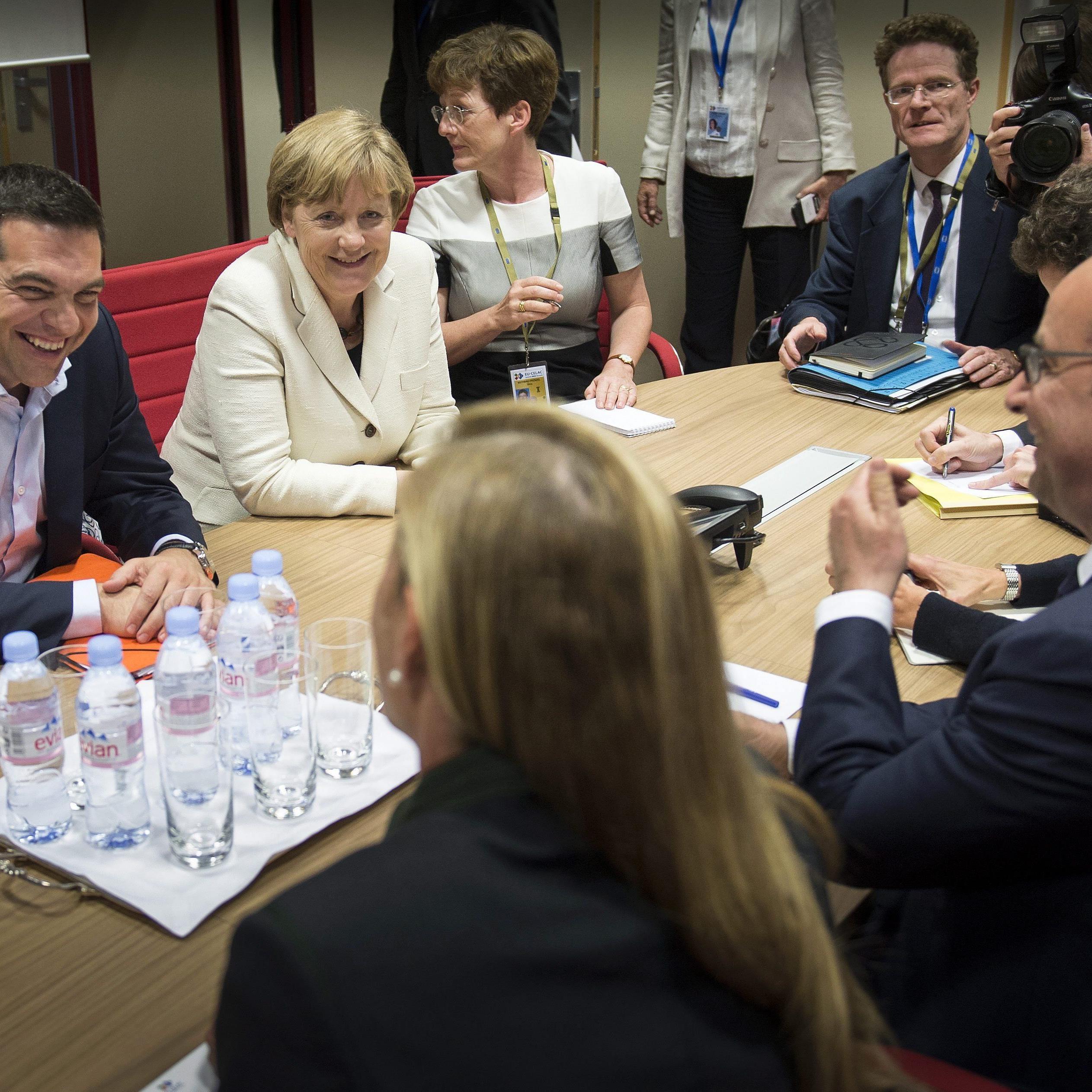 Merkel und Hollande mit Tsipras bei Verhandlungen am Donnerstag in Berlin.