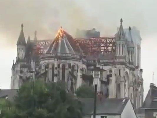 Feuer brach nach der Vormittagsmesse aus.